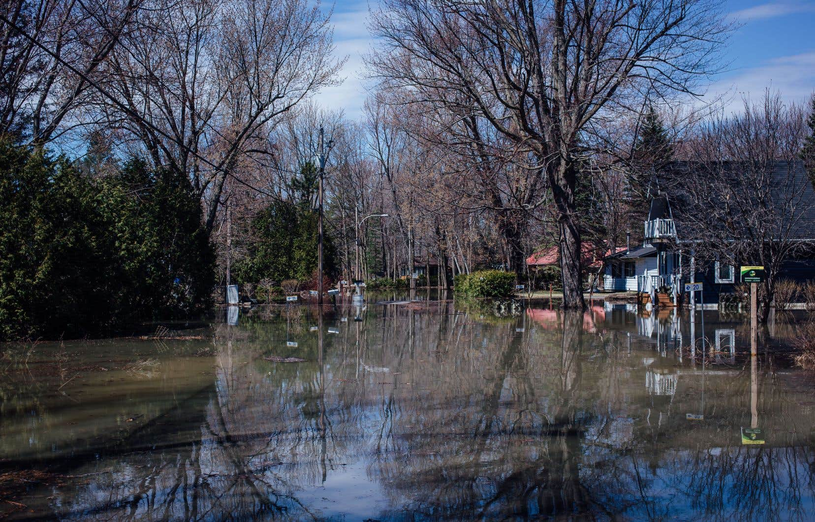 À Rigaud, le chemin de la Pointe-au-Sable était submergé, lundi dernier.