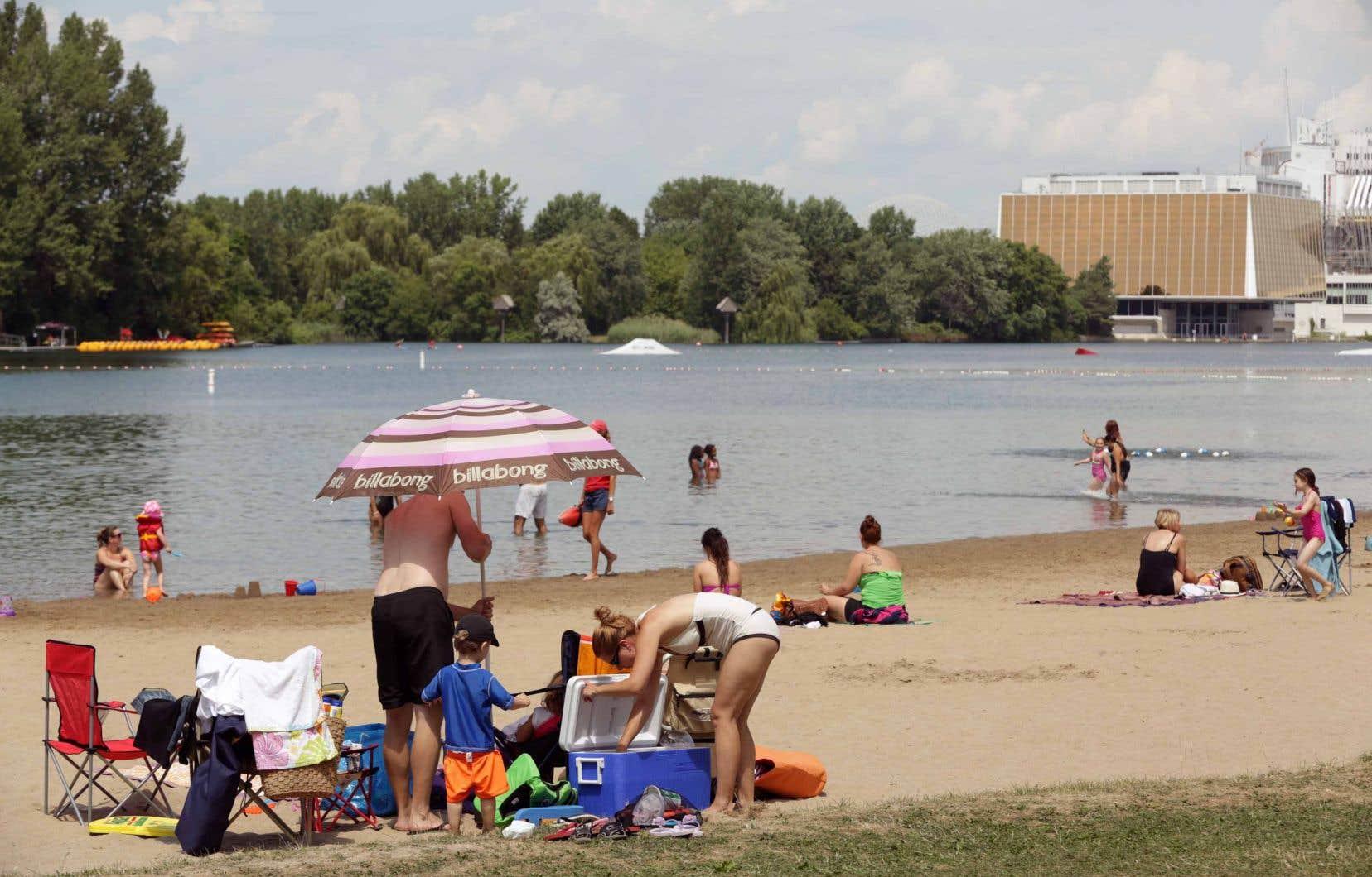 La famille estime par ailleurs que le parc aurait dû imposer un test de nage aux enfants et obliger ceux qui ne savaient pas nager à porter une veste de sauvetage.