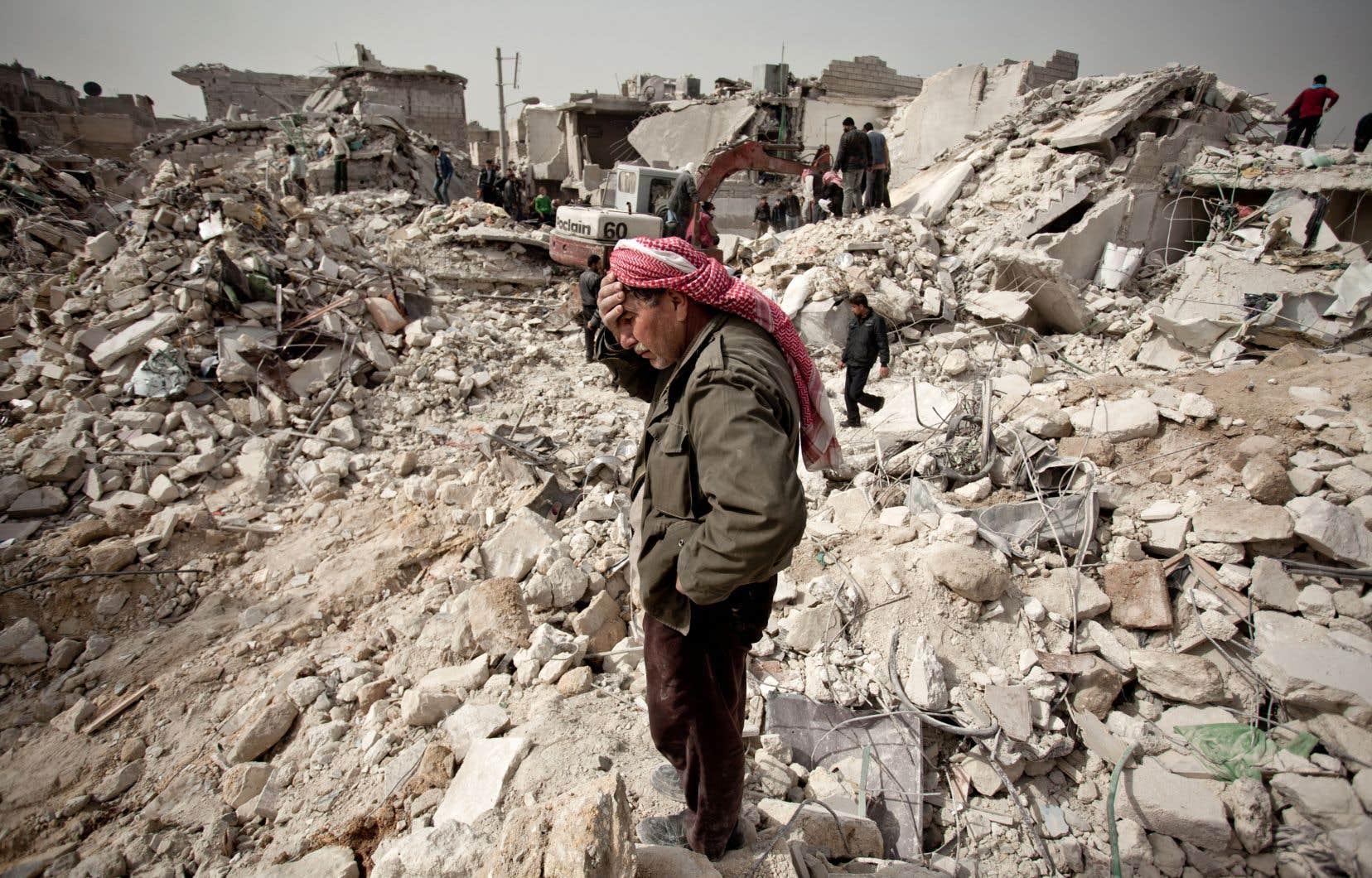 «La mainmise sur la Syrie par l'intermédiaire des djihadistes ayant échoué, États-Unis, Israël, France et Grande-Bretagne s'affairent maintenant à empêcher le rétablissement de la paix. La non-paix est la forme nouvelle de cette guerre», croit l'auteur.