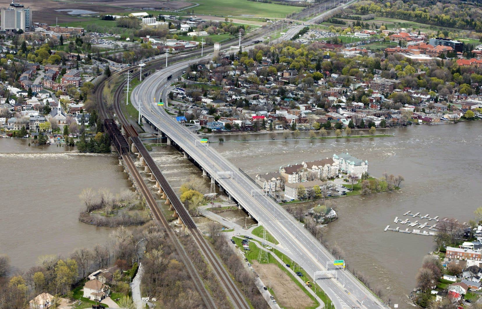 La montée des eaux avait également forcé la fermeture du pont Galipeau en 2017.
