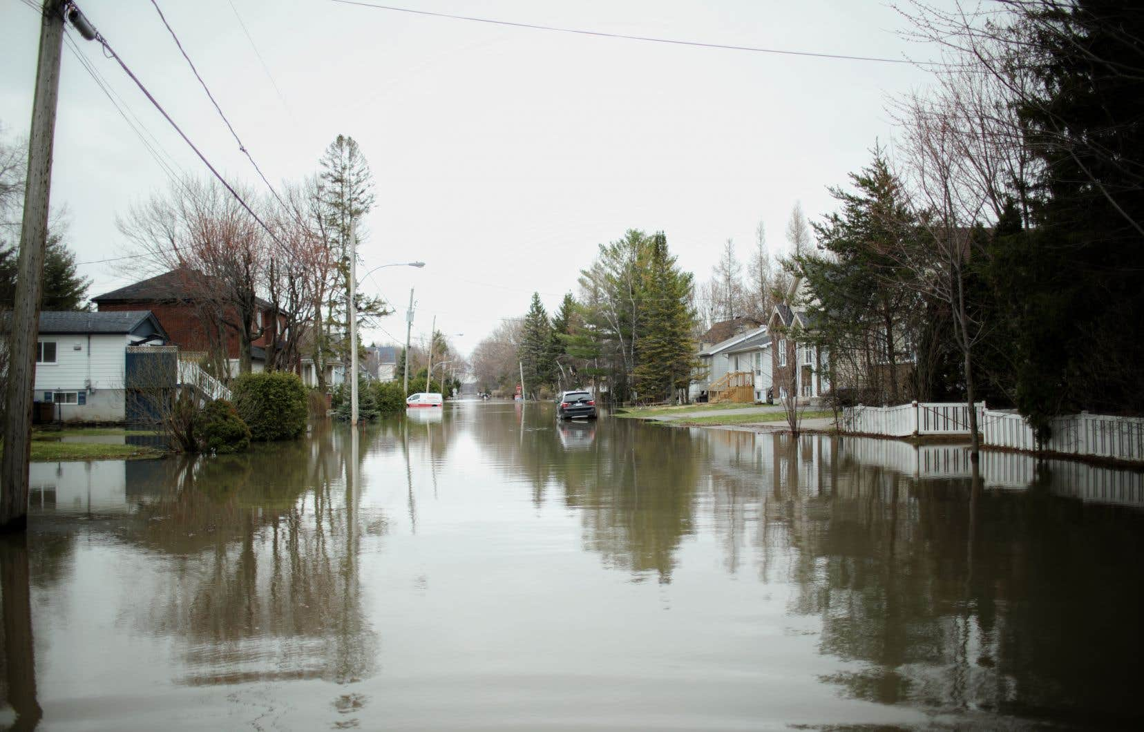 Dans son bilan, la Sécurité publique estime à 2000 le nombre de maisons inondées et à 5000 le nombre de personnes évacuées à Sainte-Marthe-sur-le-Lac.