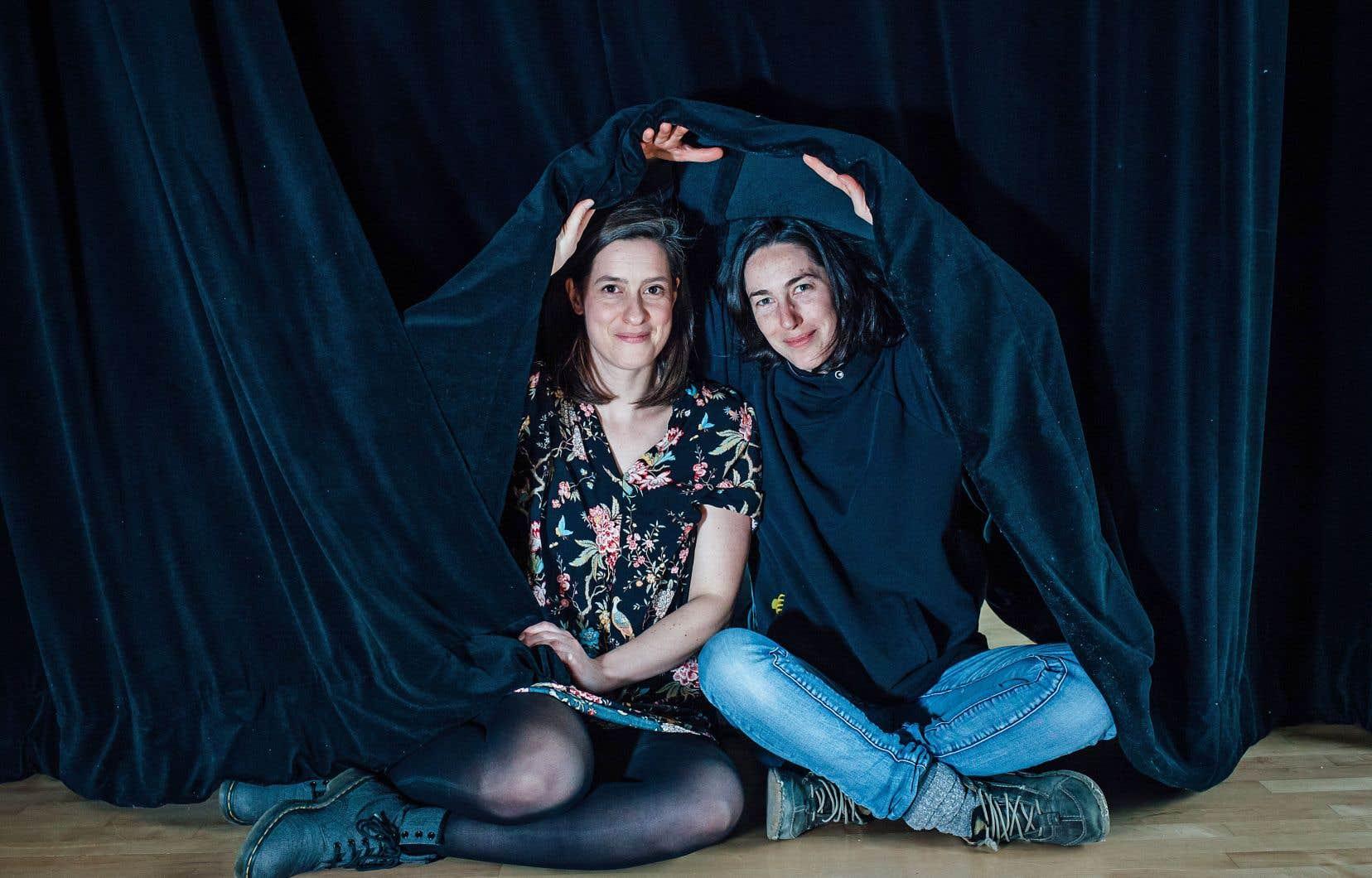 Les dramaturges Liliane Boucher et Sandy Bessette voient dans le théâtre le lieu par excellence pour aborder tous les sujets, mais aussi pour décomplexer notre rapport au monde.