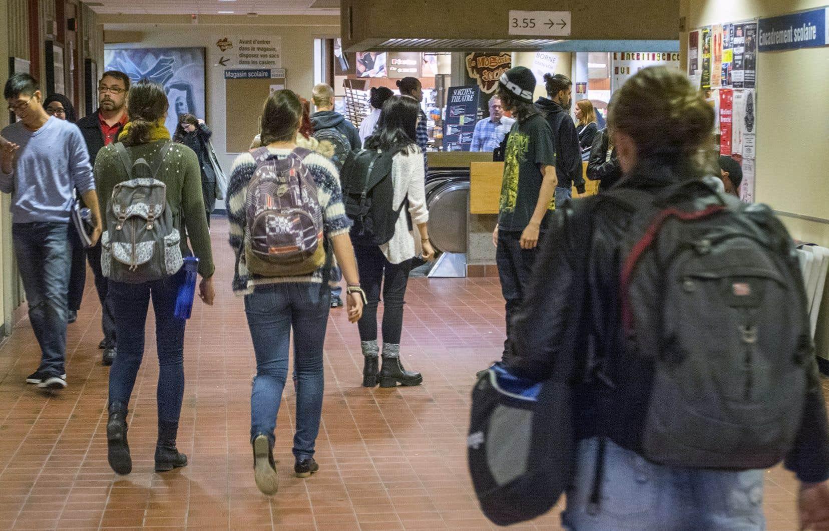 La grève survenue au printemps 2015 aurait entre autres contribué à une «scission» entre différentes visions du mouvement étudiant, a-t-on souligné lors de la rencontre, ajoutant qu'il y avait eu plusieurs critiques sur un manque de transparence et de confiance envers les personnes élues.