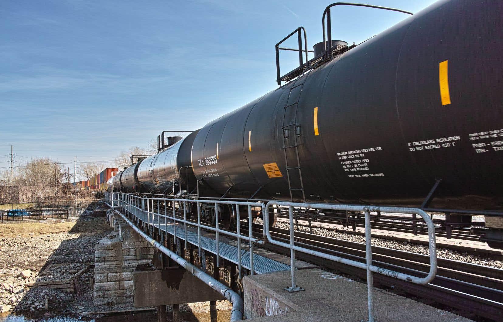 Selon l'Association of American Railways, les livraisons de pétrole et de produits pétroliers des chemins de fer du Canadien National et du Canadian Pacifique ont progressé de 23% en 2018.