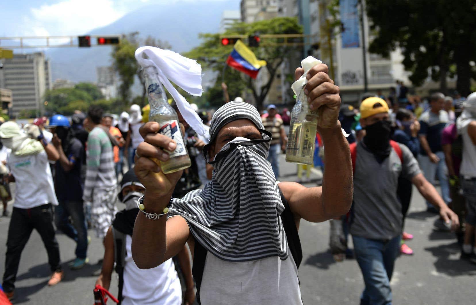 Des manifestants antigouvernement, à Caracas, mercredi