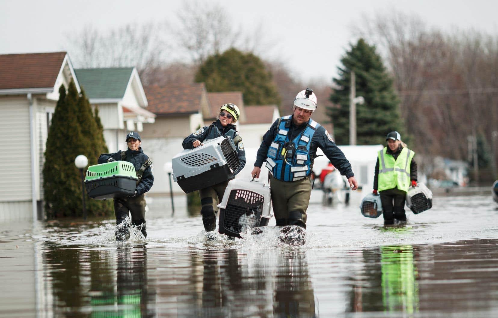 Des inondations sévissent actuellement dans la province du Québec, dont à Sainte-Marthe-sur-le-Lac.