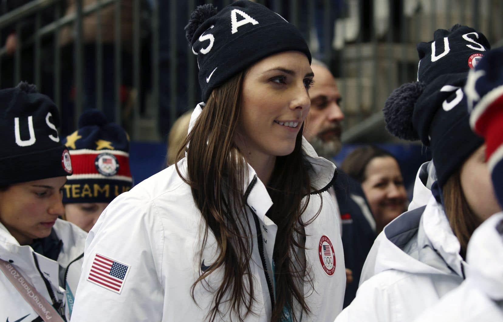 L'Américaine Hilary Knight mène la lutte des joueuses avec sa compatriote Kendall Coyne Schofield et la gardienne canadienne Shannon Szabados.