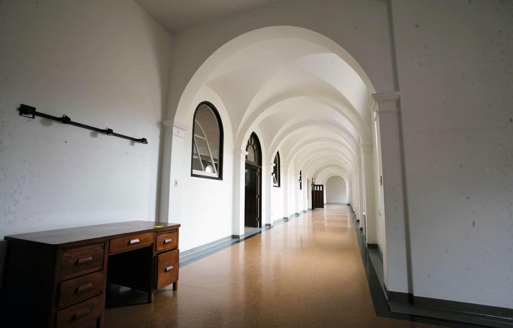 Le monastère des Moniales dominicaines, construit en 1934, était voué à la démolition, avec l'accord de la municipalité de Berthierville, jusqu'à ce que le ministère de la Culture ordonne sa préservation dans l'intérêt commun.