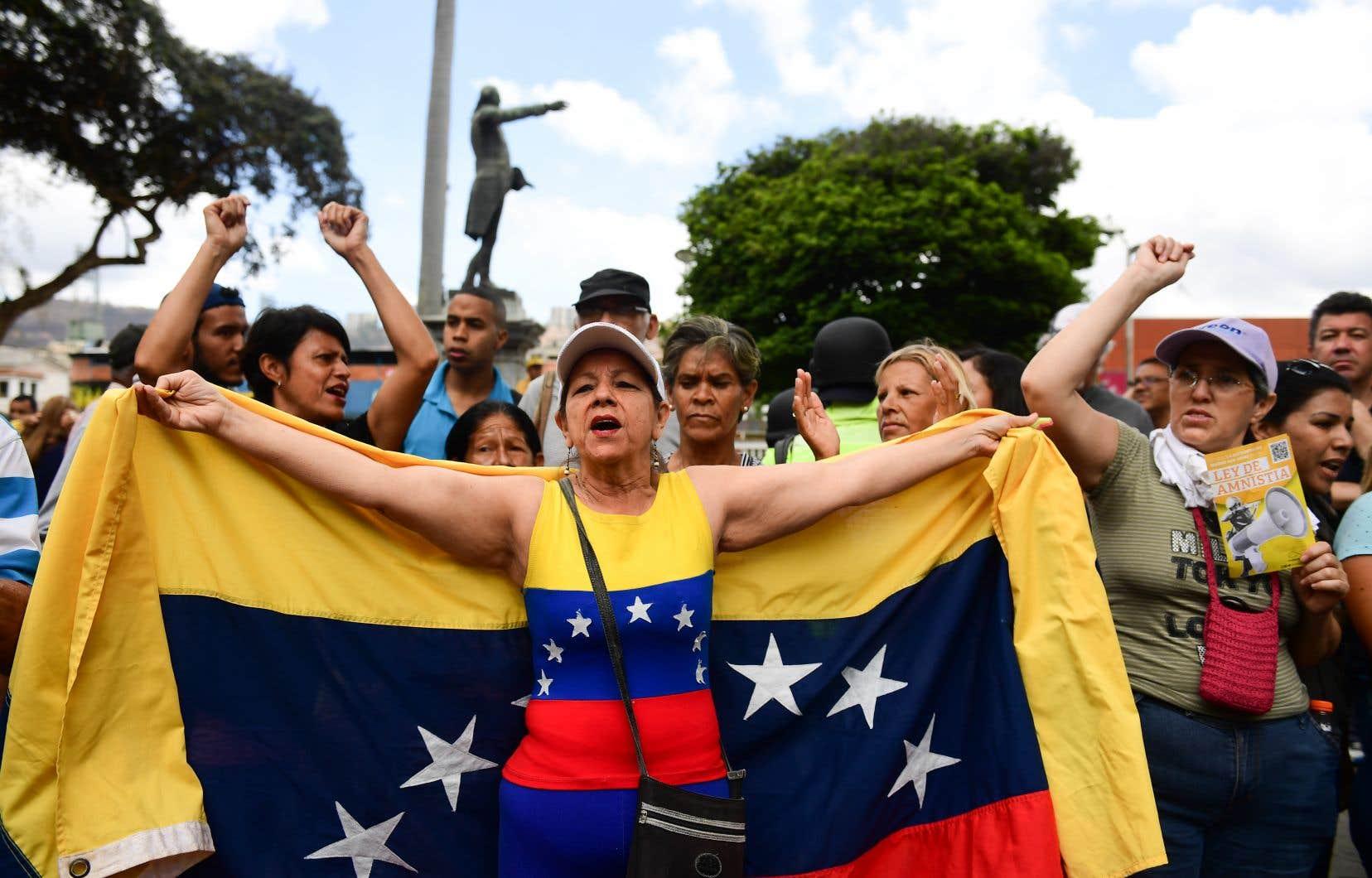 Des opposants au président vénézuélien Nicolas Maduro ont manifestenté dans le quartier El Paraiso à Caracas le 4 mai 2019.