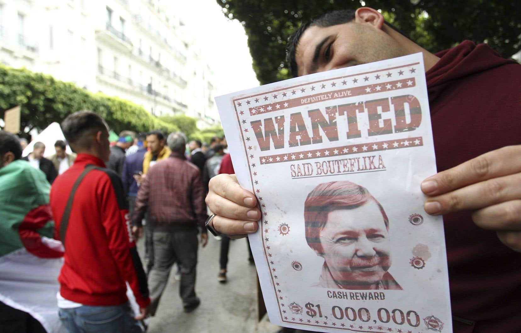 Saïd Bouteflika, le frère de l'ancien président algérien, ainsi que deux anciens hauts responsables du renseignement ont été placés en détention provisoire dimanche.