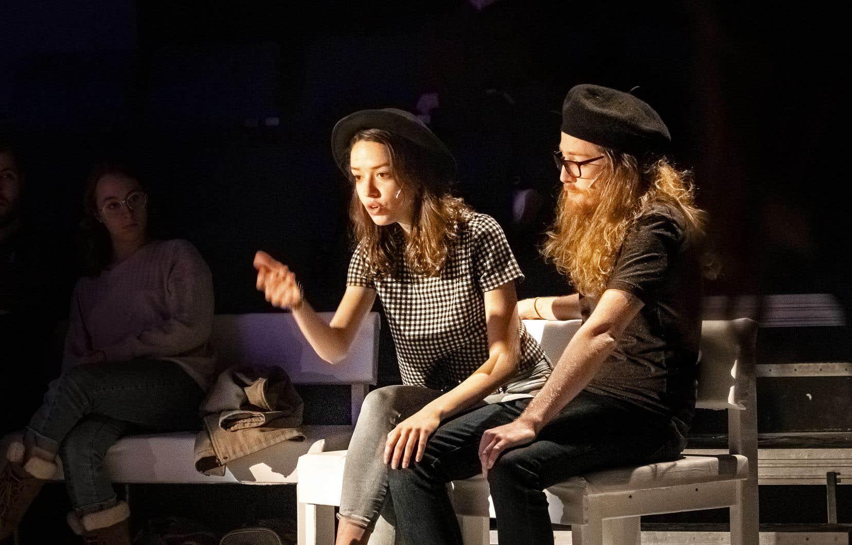 Les comédiens d'«Entre autres» incarnent leur propre rôle, s'adressant au public à la façon de conférenciers.