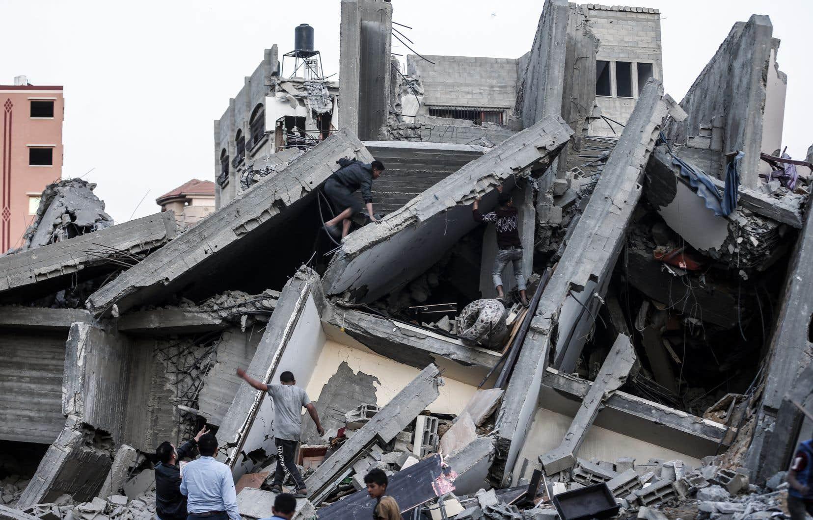 Quelque 690 roquettes ont été tirées depuis samedi de Gaza, dont plus de 500 ont atteint le territoire israélien, et au moins 35 sont tombées dans des zones urbaines, selon un décompte de l'armée israélienne.