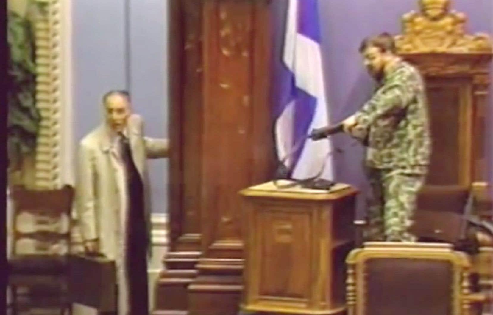Denis Lortie (à droite) et le négociateur René Jalbert