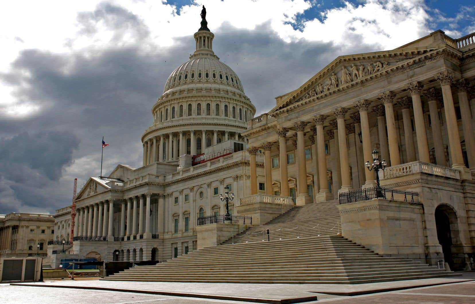 Les démocrates accusent le ministre de bloquer le travail du Congrès en refusant de leur livrer, dans les délais impartis, la version complète du rapport d'enquête du procureur Robert Mueller.