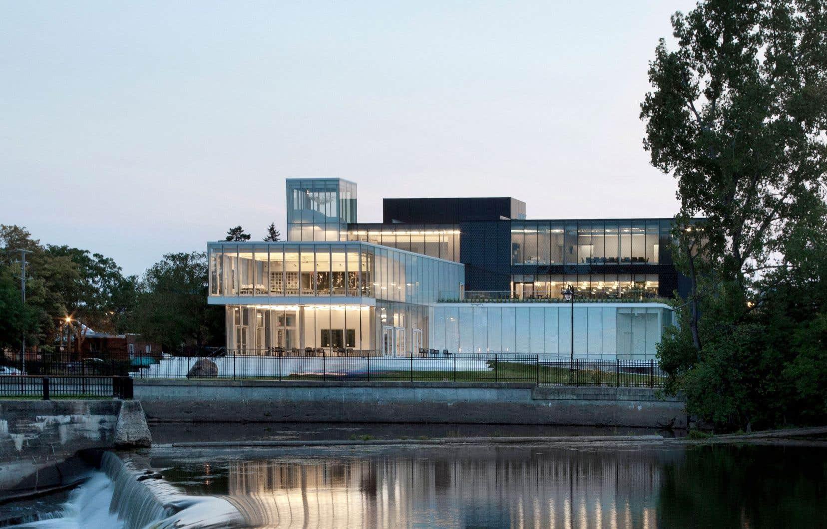 Sur la rive de la rivière L'Assomption, le musée de Joliette est le plus grand musée d'art en région au Québec.