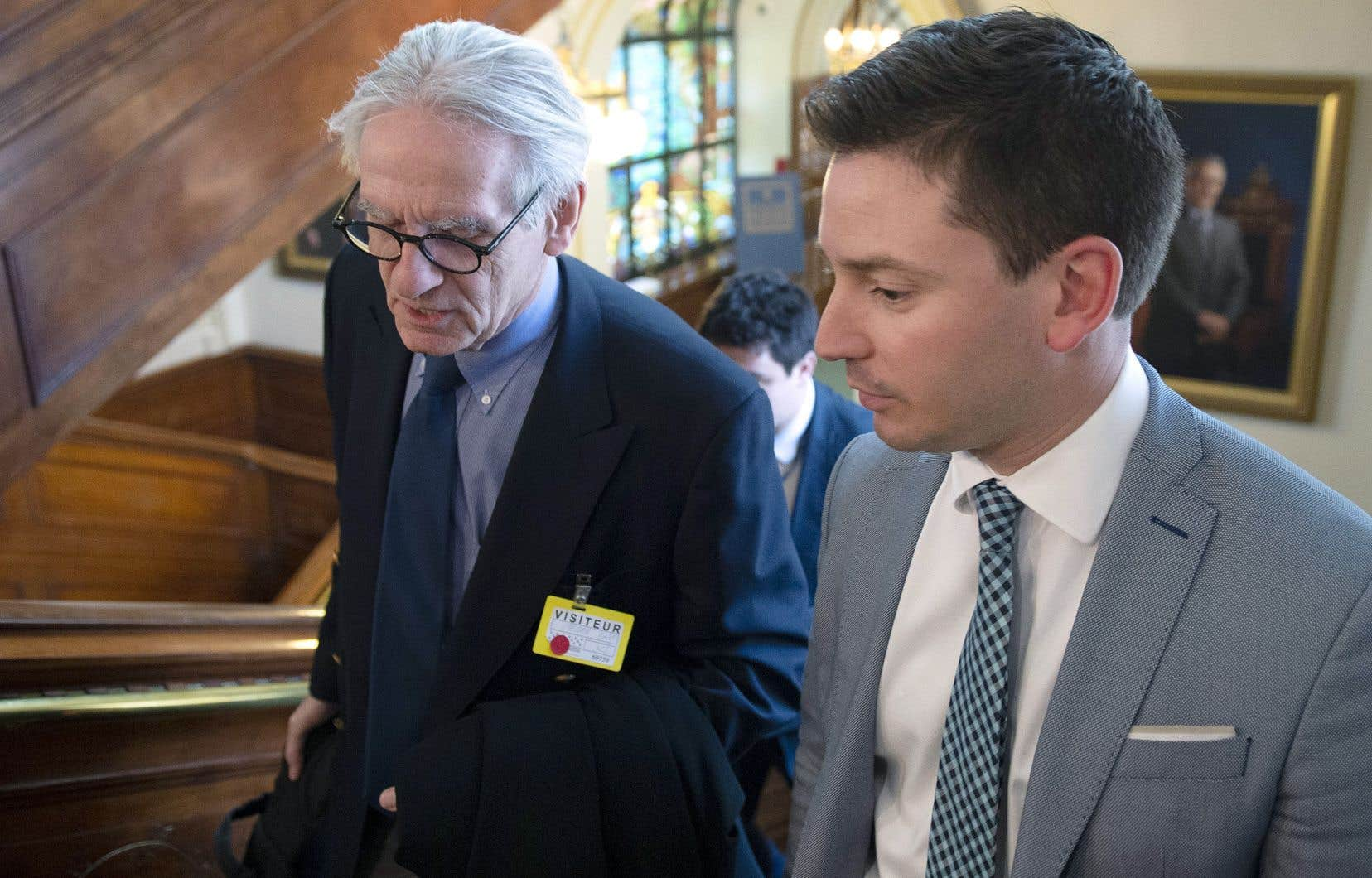 Dirigeant son regard vers le ministre Simon Jolin-Barrette, M.Bouchard a demandé des preuves à l'appui de ces assertions. «Si jamais un seul de ces éléments était prouvé, personnellement, je vous le dis tout de suite, je serais tenté d'appuyer votre projet de loi», a-t-il lancé.