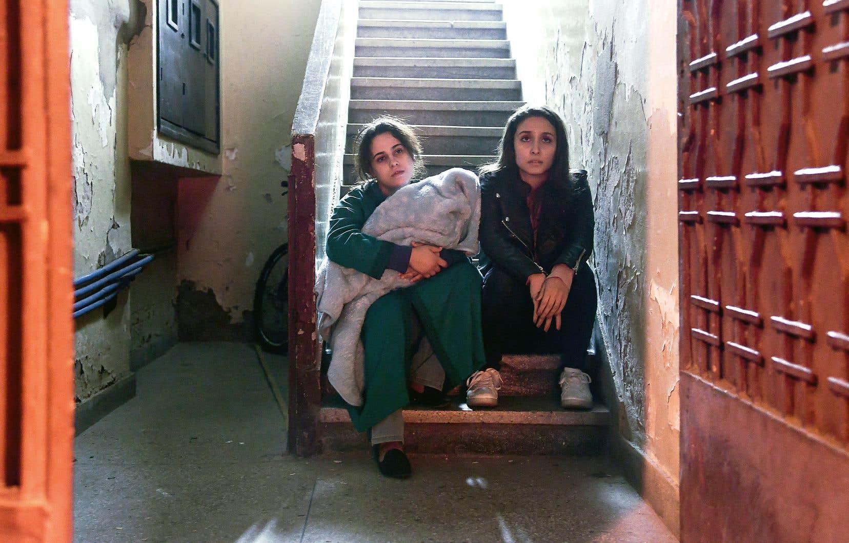 Une future maman sans père à ses côtés n'a pas droit aux égards du milieu hospitalier, un état qui pourrait même la conduire en prison.