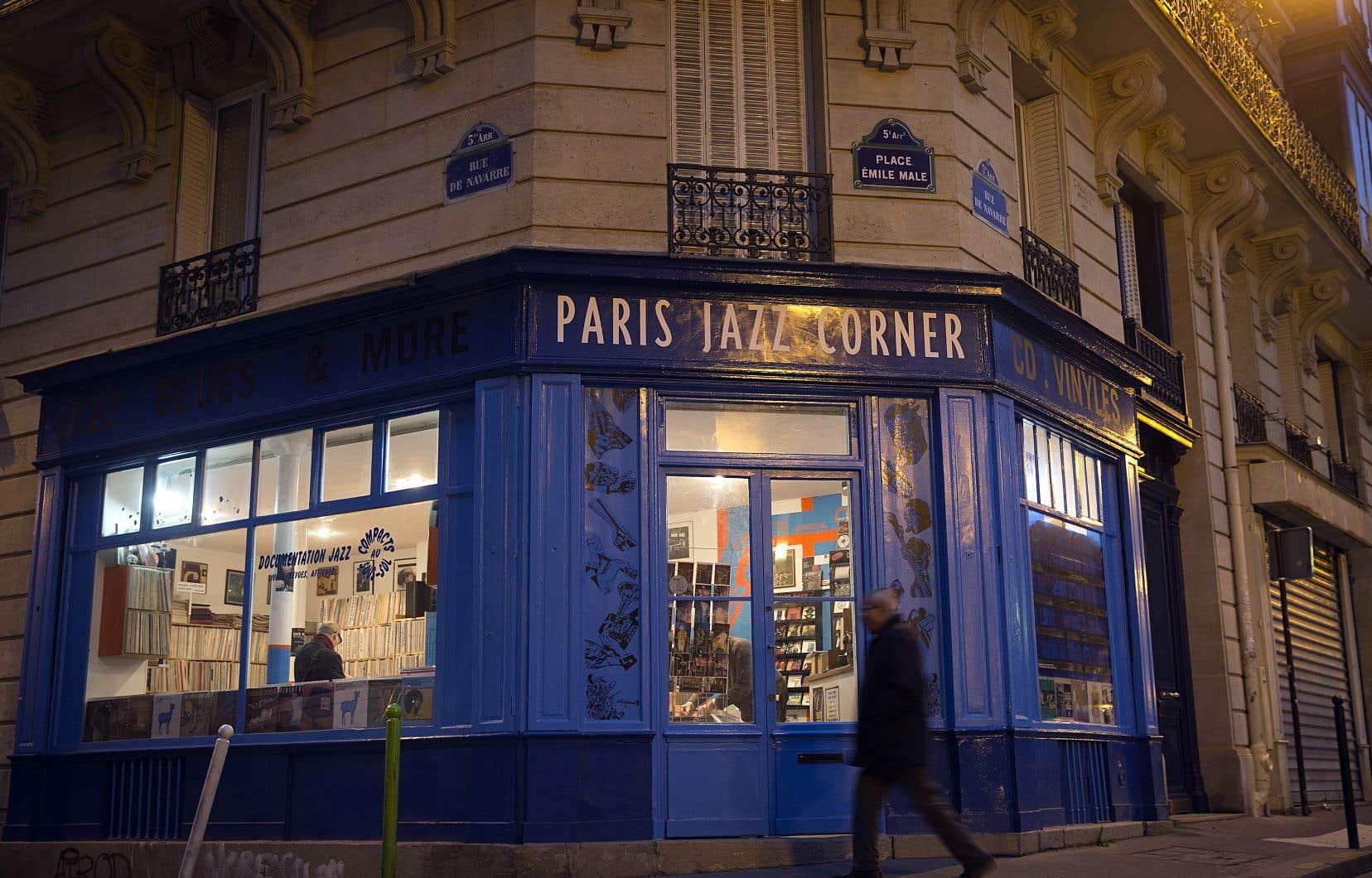 Au Paris Jazz Corner, magasin situé entre le Jardin des plantes et la place de la Contrescarpe ne vend, comme son nom l'indique, que du jazz et seulement du jazz. Tout le rez-de-chaussée est archidominé par les vinyles, les CD ayant été rassemblés au sous-sol.