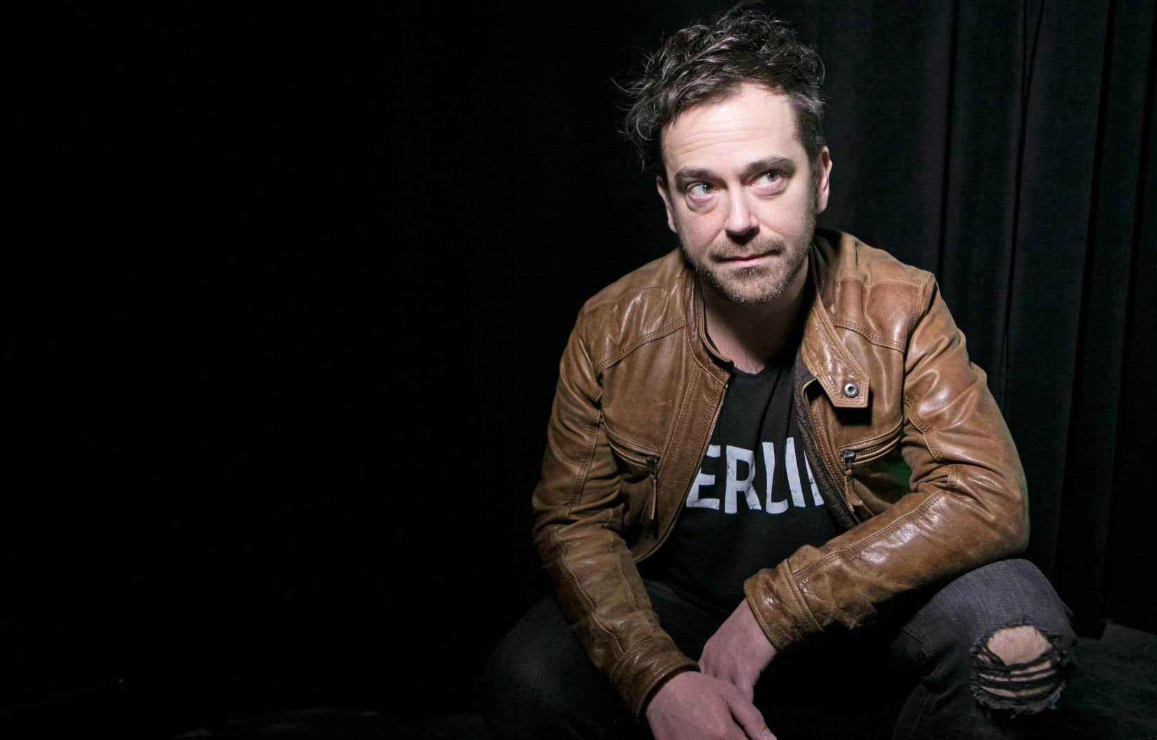 L'auteur-compositeur-interprète sherbrookois Jipé Dalpé a été victime d'un accident de voiture à l'été 2015 qui lui a causé une multitude de blessures.