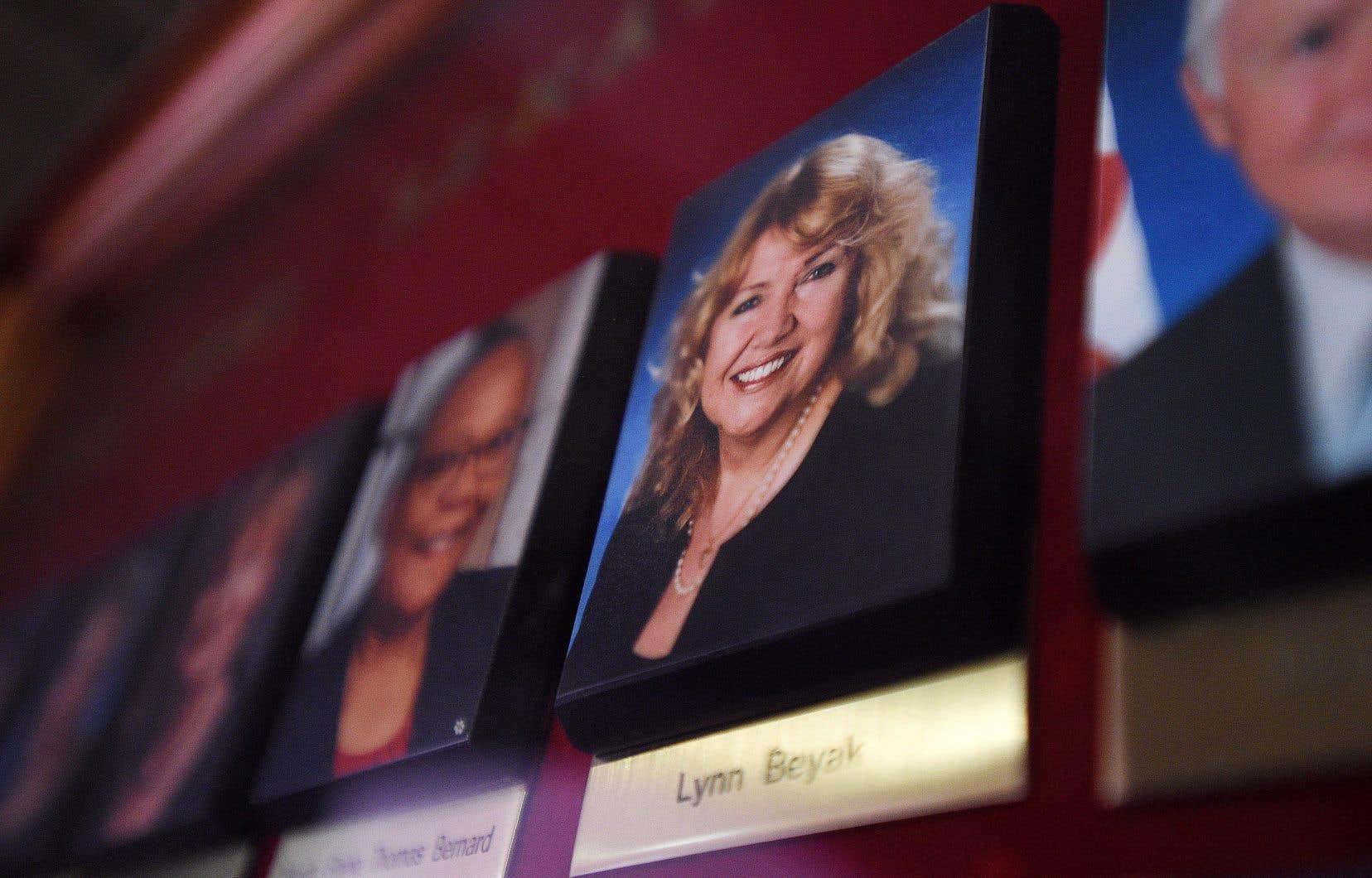 La sénatrice Lynn Beyak a refusé de retirer de son site Internet des lettres désobligeantes sur les peuples autochtones.