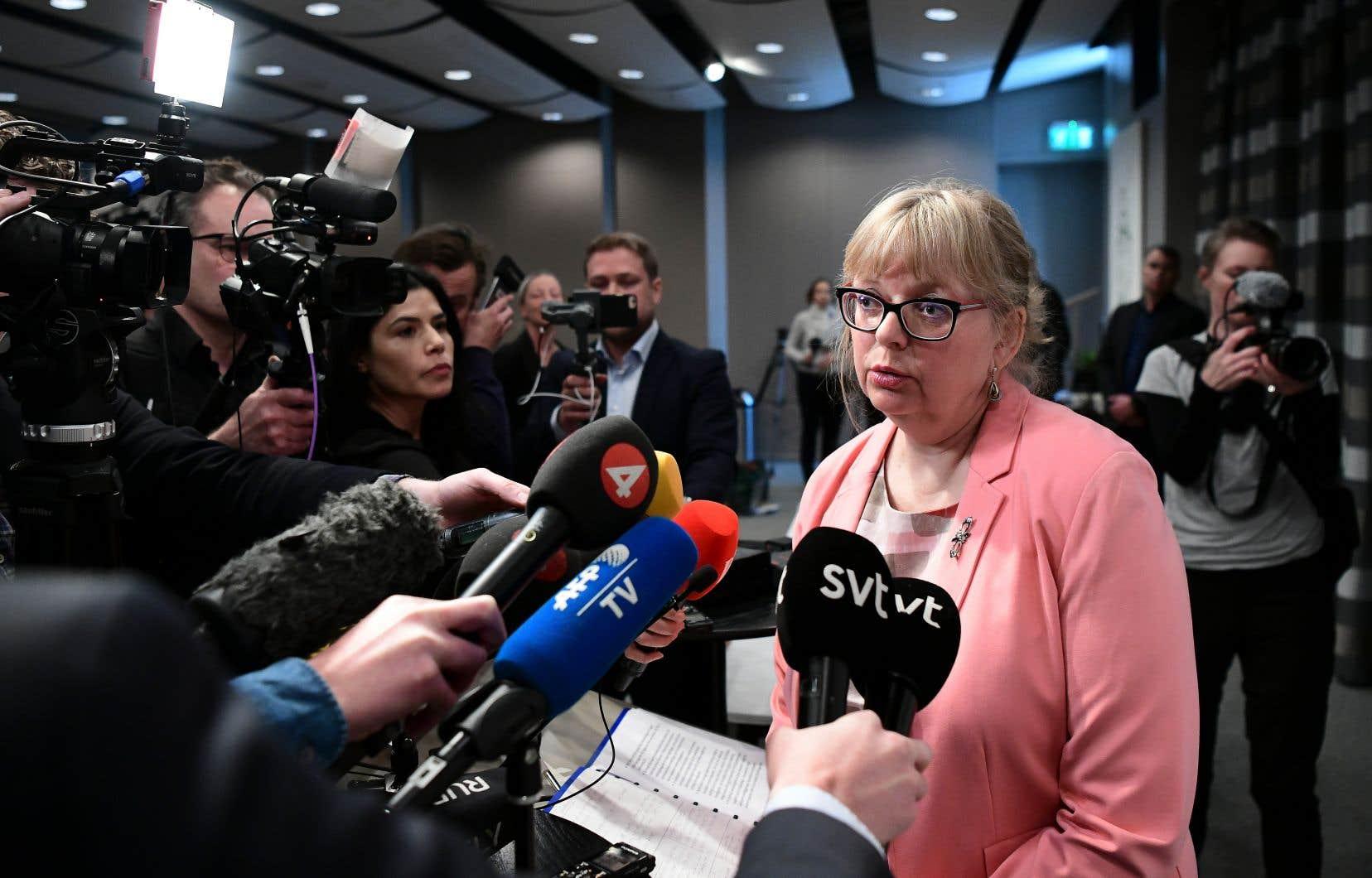 La procureure adjointe Eva-Marie Persson en conférence de presse lundi, annonçant qu'elle a décidé de rouvrir l'enquête contre le fondateur de WikiLeaks, Julian Assange