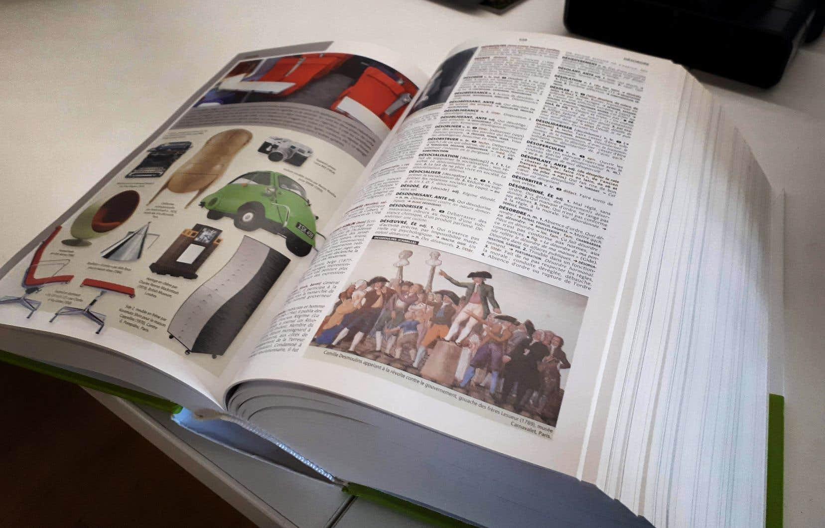 «Le Petit Robert» et ses 2880 pages revendiquent 70000 mots et 300000 définitions.