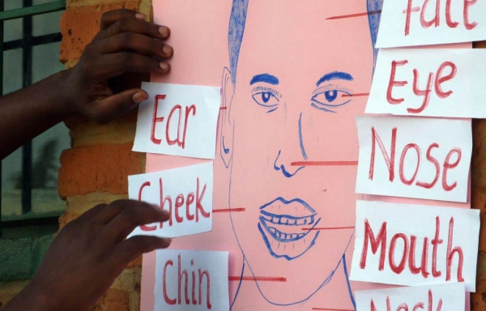 Cours d&rsquo;anglais dans une &eacute;cole rwandaise. Le remplacement du fran&ccedil;ais par l&rsquo;anglais avait &eacute;t&eacute; annonc&eacute; sans d&eacute;tour le 10 octobre 2008.<br />