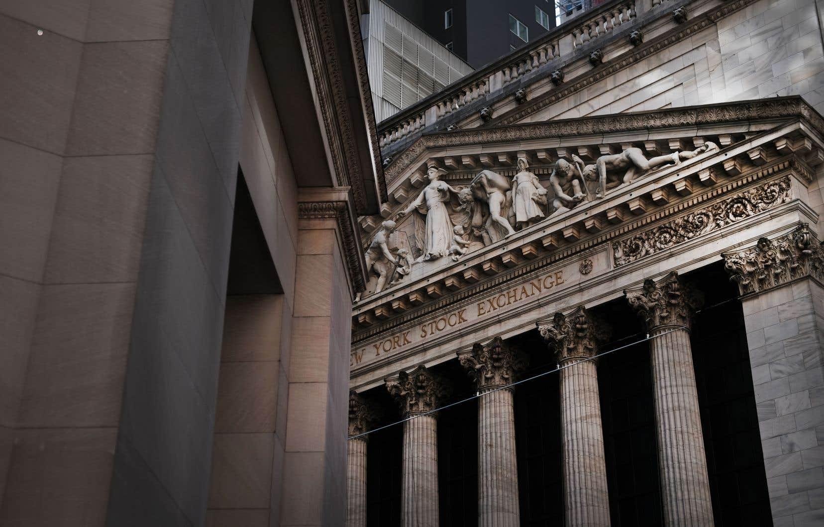 Le Dow Jones et l'indice S&P 500 ont enregistré lundi leur pire séance depuis le début de janvier.