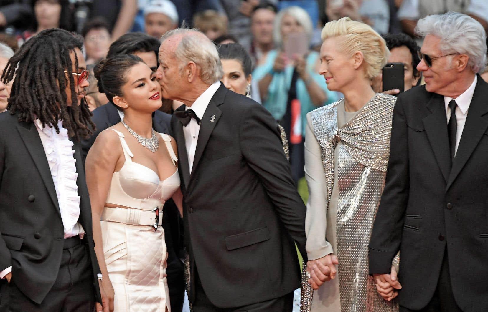 Les acteurs Luka Sabbat, Selena Gomez, Bill Murray et Tilda Swinton, avec le réalisateur Jim Jarmusch, à leur arrivée pour la projetction de «The Dead Don't Die».