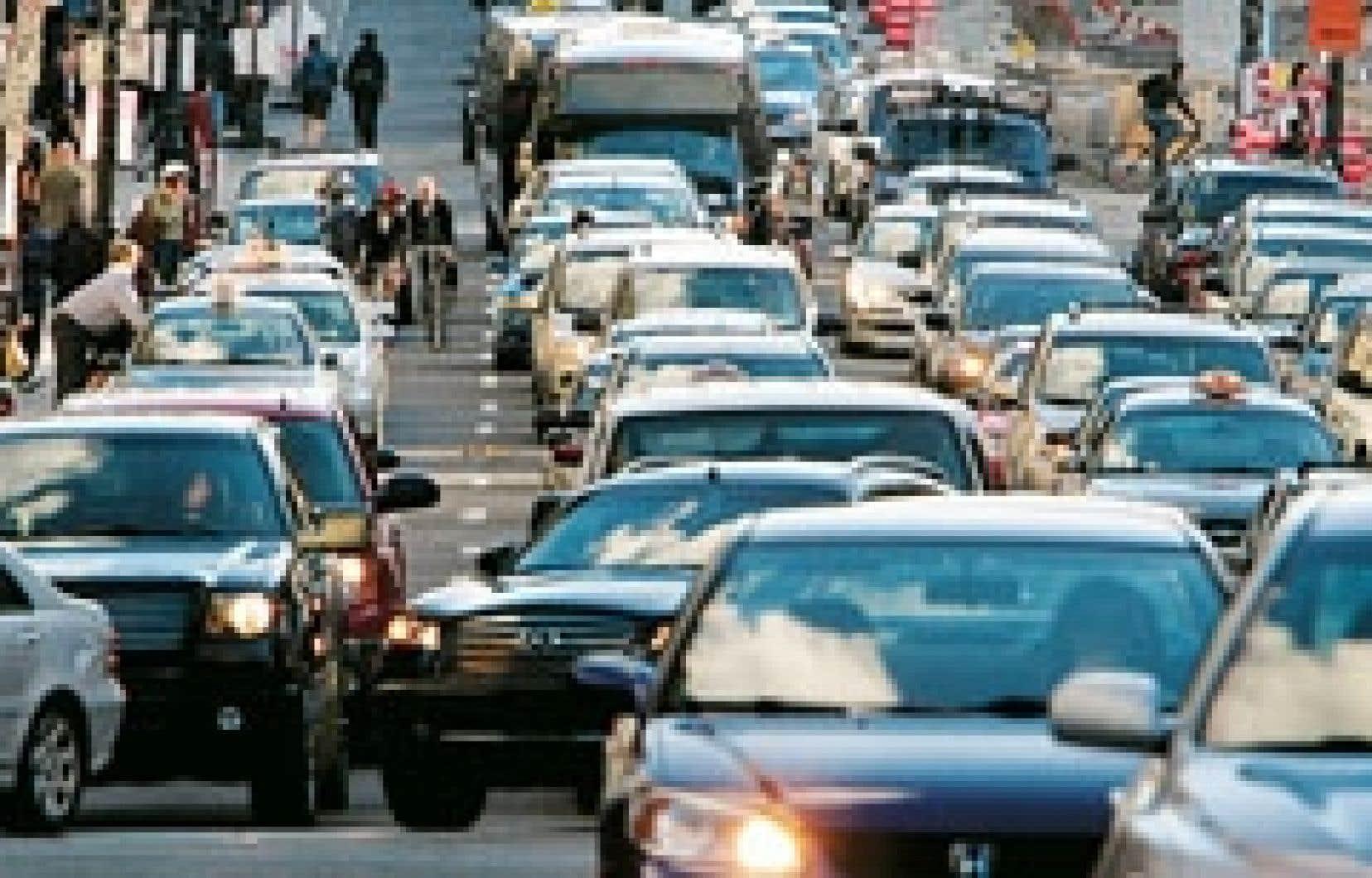 Sous un gouvernement néo-démocrate, les constructeurs automobiles devraient mettre progressivement en marché, d'ici 2020, une flotte composée à 60 % de voitures hybrides.