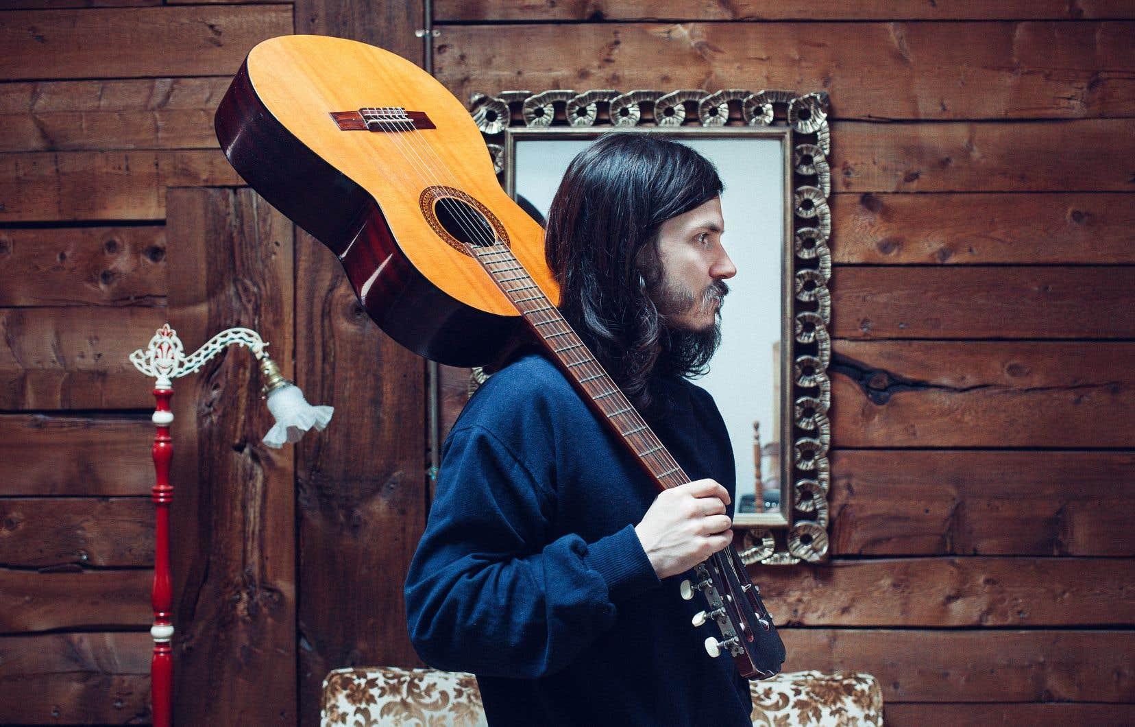 Philémon Cimon a puisé dans les récits de sa grand-mère pour écrire deux chansons, «Le chien le coq le cheval» ainsi que «Le château». Son nouvel album compte aussi une vieille chanson charlevoisienne qui s'appelle «Les Éboulements».