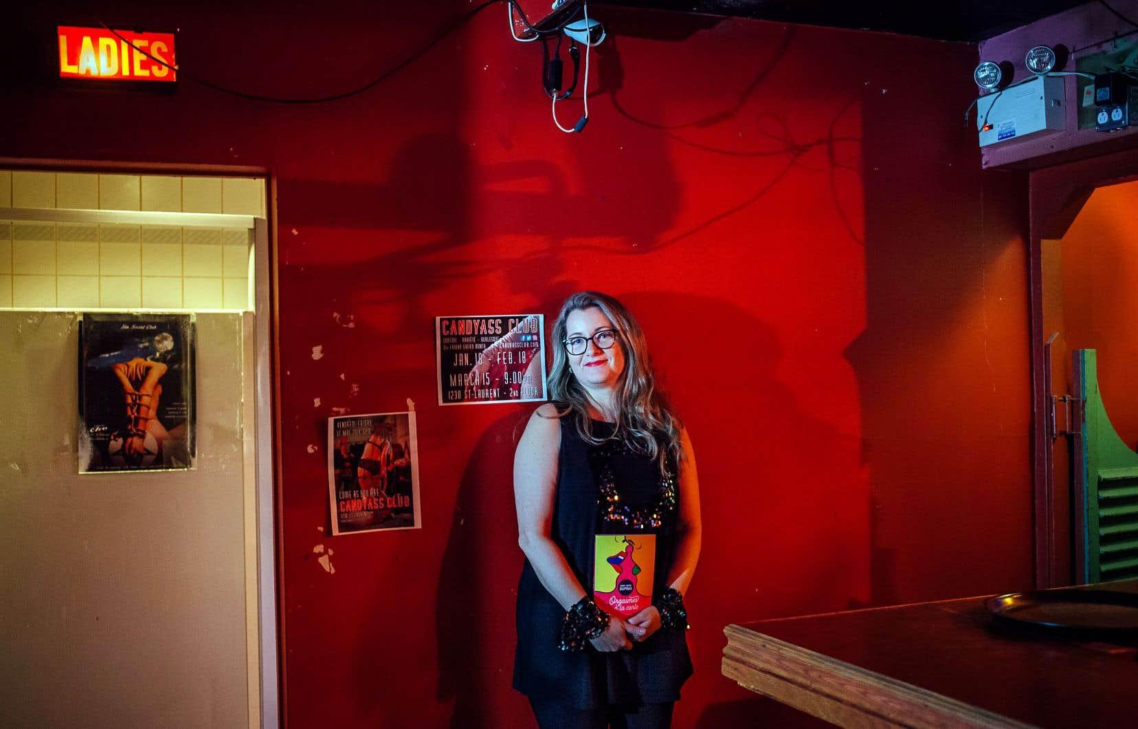 L'auteure et humoriste Anne-Marie Dupras défend l'érotisme et toutes ses nuances subtiles. Elle promeut également une sexualité décomplexée dans son dernier roman interactif dont vous êtes l'héroïne.
