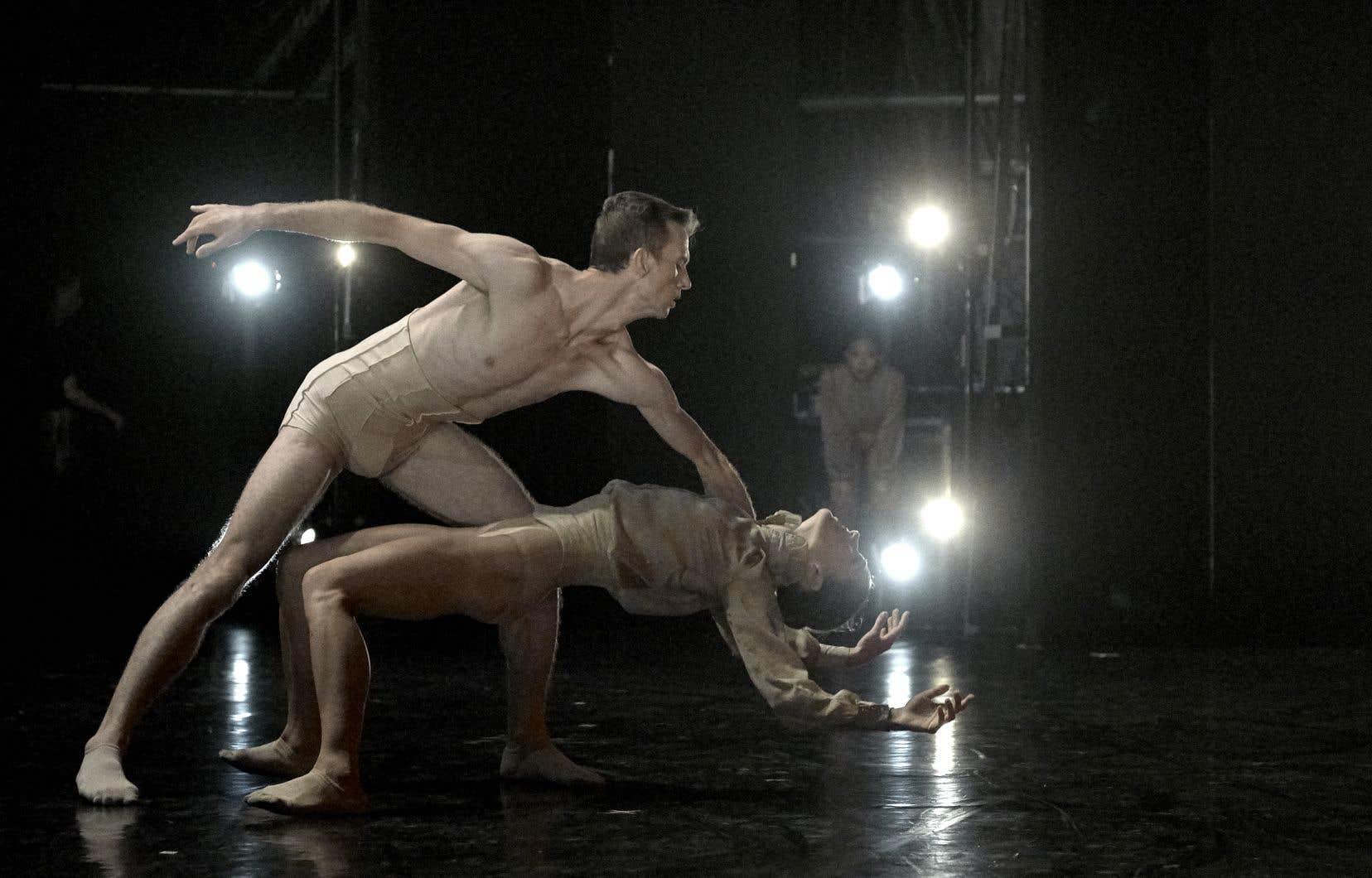 Les danseurs Dane Holland et Tetyana Martyanovadans la pièce «Spectre» créée l'an dernier, que le chorégraphe Marwik Schmitt revisite.
