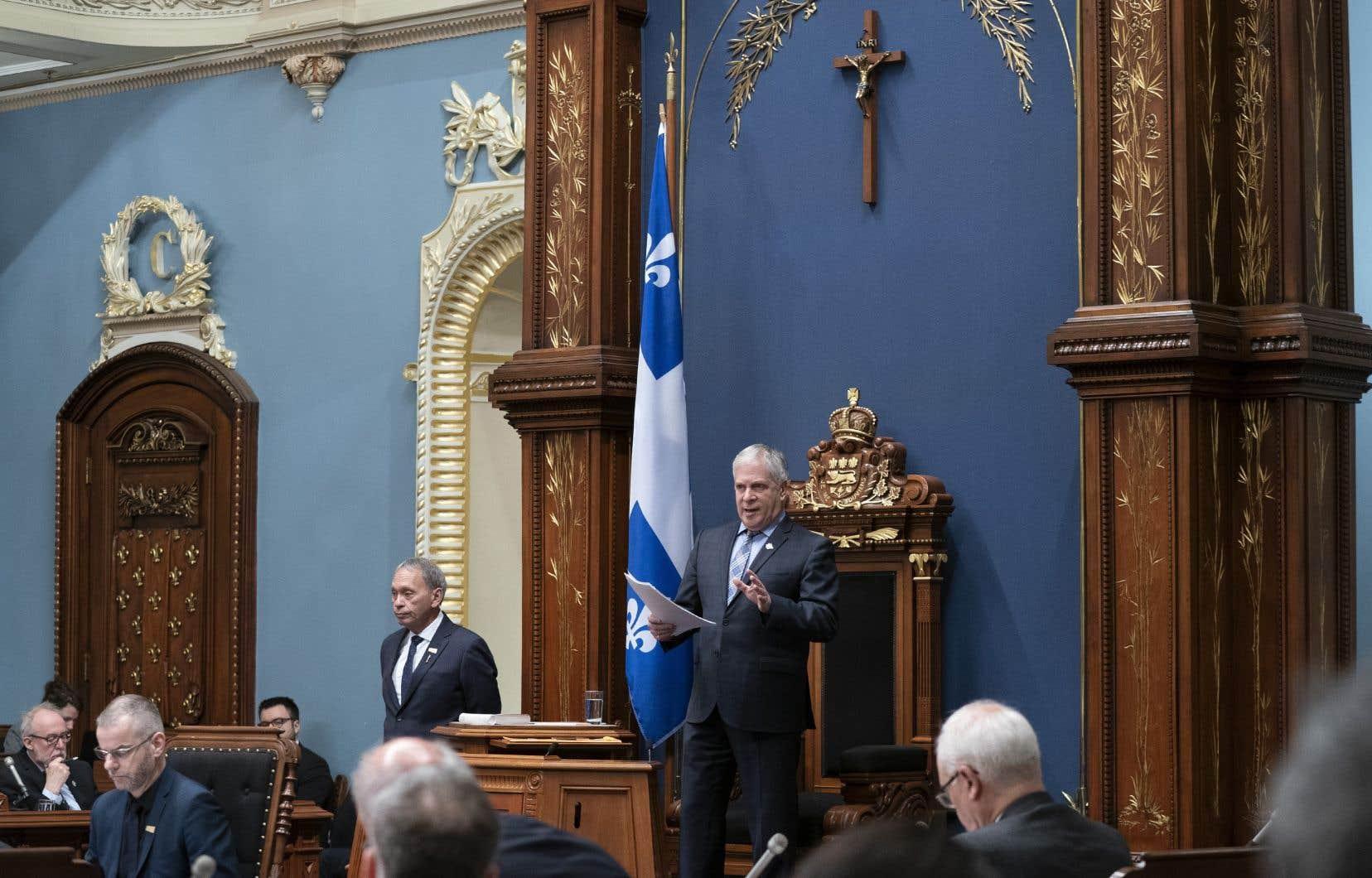 La majorité des Québécois s'identifie encore au christianisme qui a marqué son histoire, et tient à la présence du crucifix à l'Assemblée nationale, affirme l'auteur.