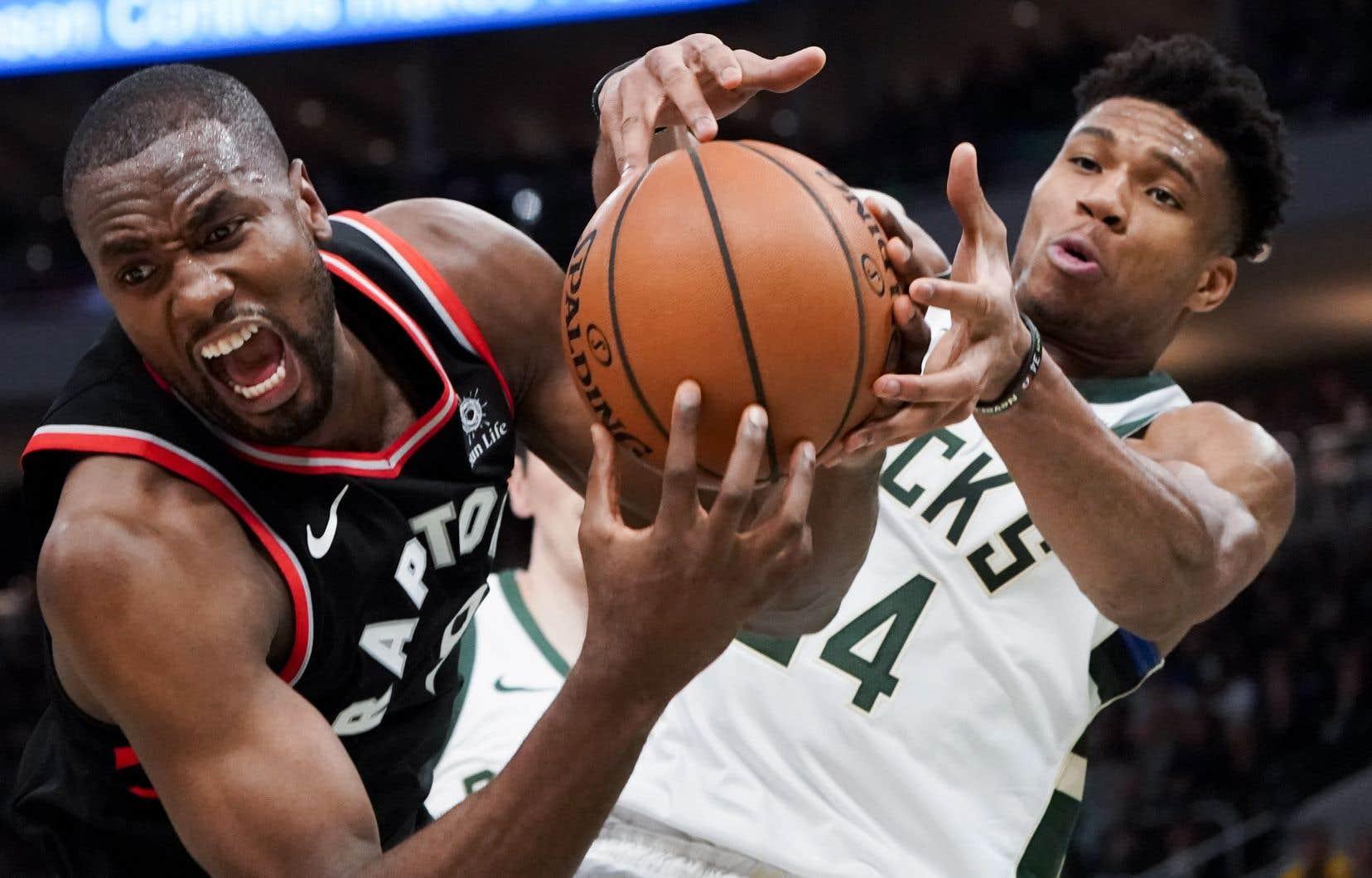 Giannis Antetokounmpo a marqué 30points et cueilli 17 rebonds pour mener les Bucks de Milwaukee vers une victoire de 125-103 contre les Raptors de Toronto.