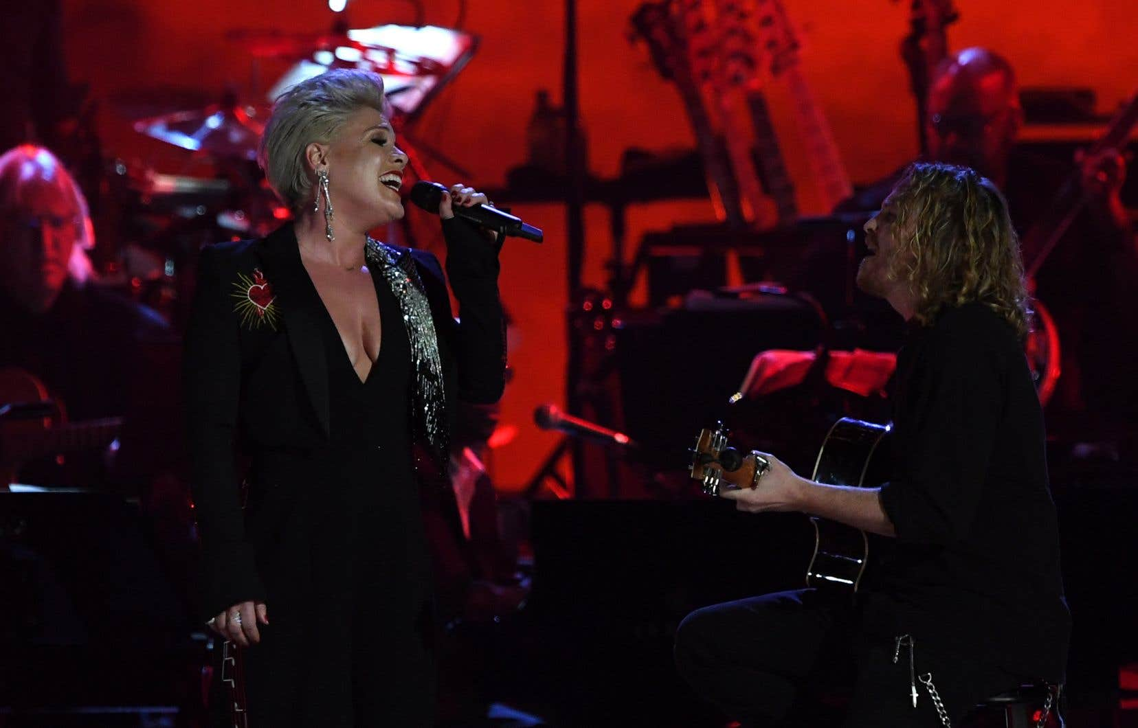 Pink chantant au gala «MusiCares Person Of The Year» 2019 à Los Angeles
