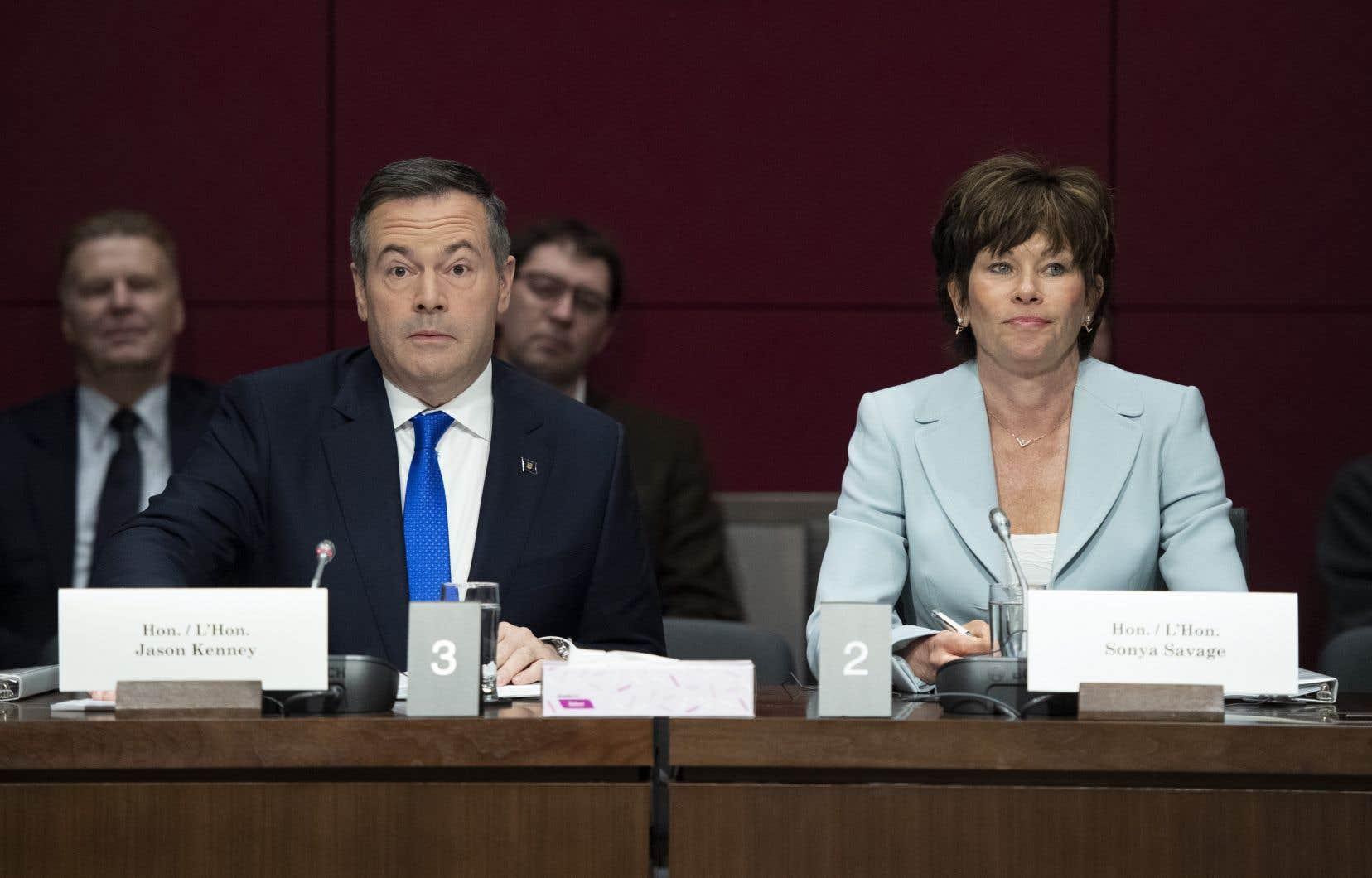 Le premier ministre de l'Alberta, Jason Kenney, et la ministre de l'Énergie, Sonya Savage