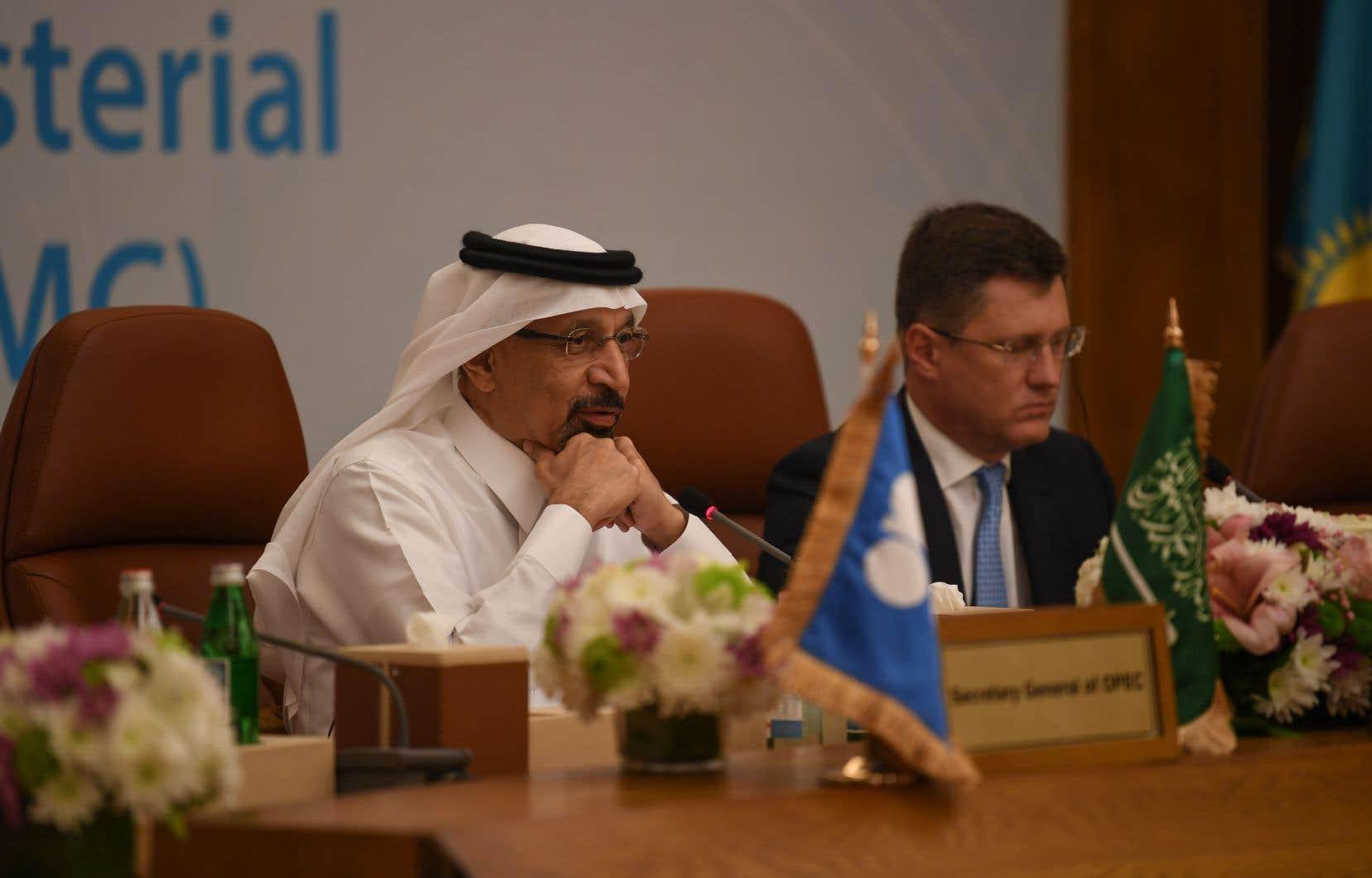 Le ministre de l'Énergie saoudien Khaled al-Faleh etle ministre russe de l'Énergie Alexander Novak.