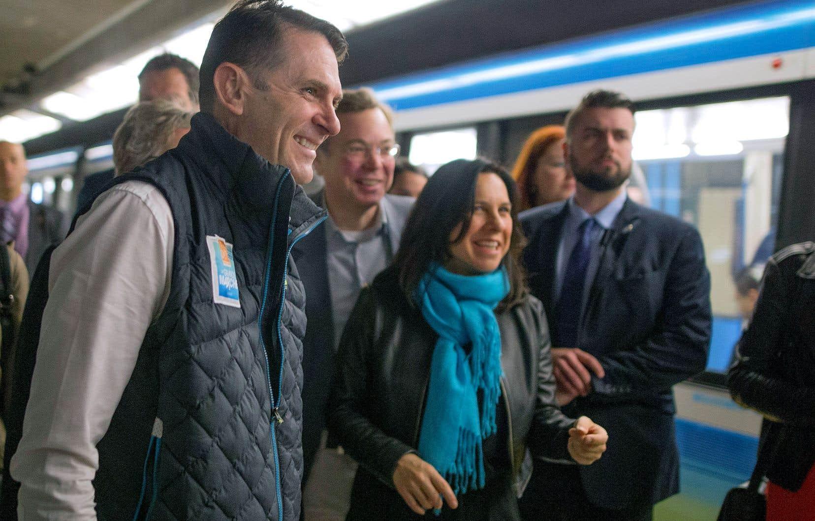 Le ministre québécois des Transports, François Bonnardel, a accompagné la mairesse de Montréal, Valérie Plante, dans le métro de Montréal, où il a partagé le quotidien des Montréalais qui empruntent la ligne orange à l'heure de pointe.