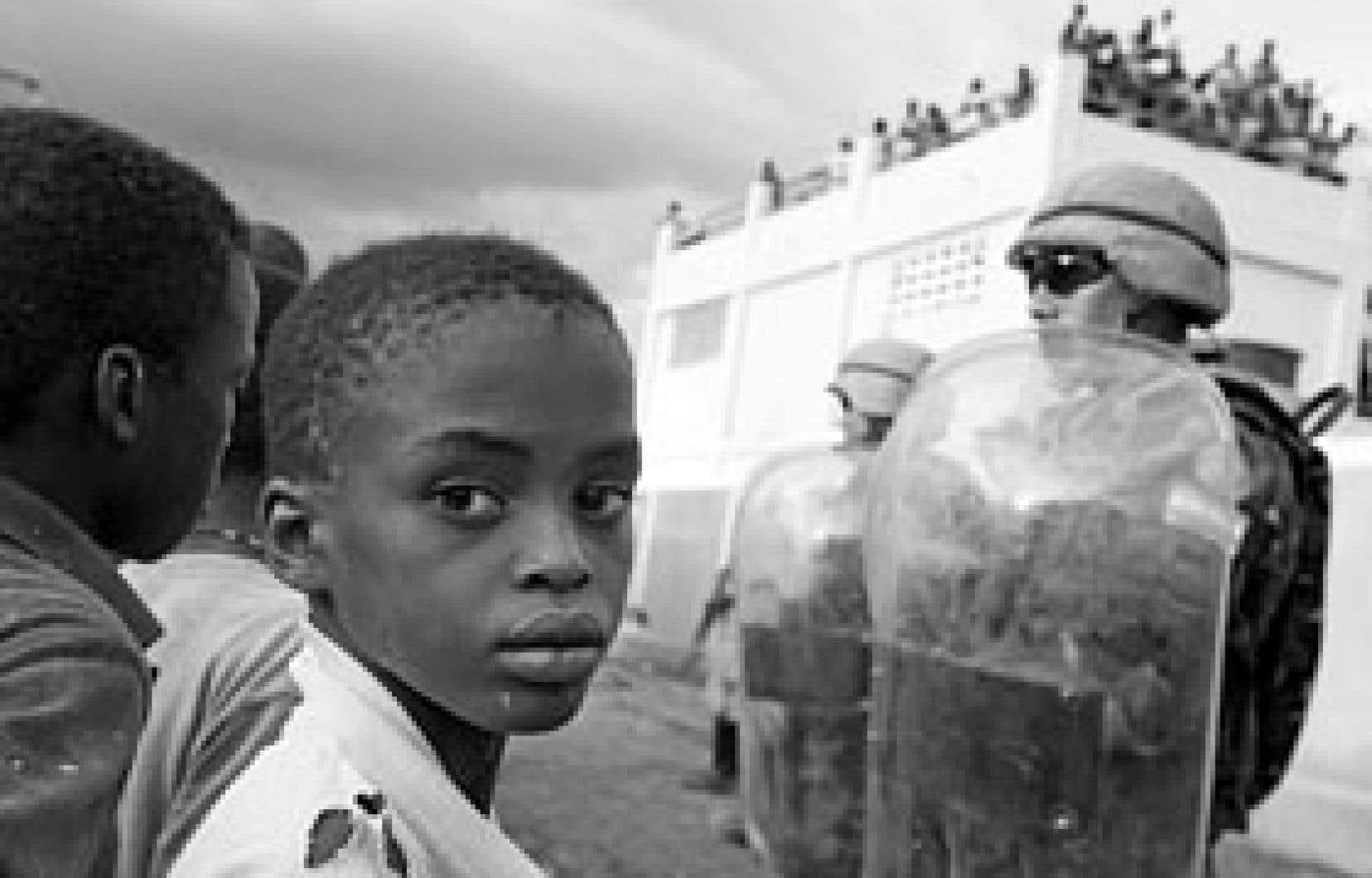 L'aide mondiale est arrivée massivement aux Gonaïves mardi et hier. Près de 400 tonnes ont été débarquées au port, dont 150 tonnes de nourriture.