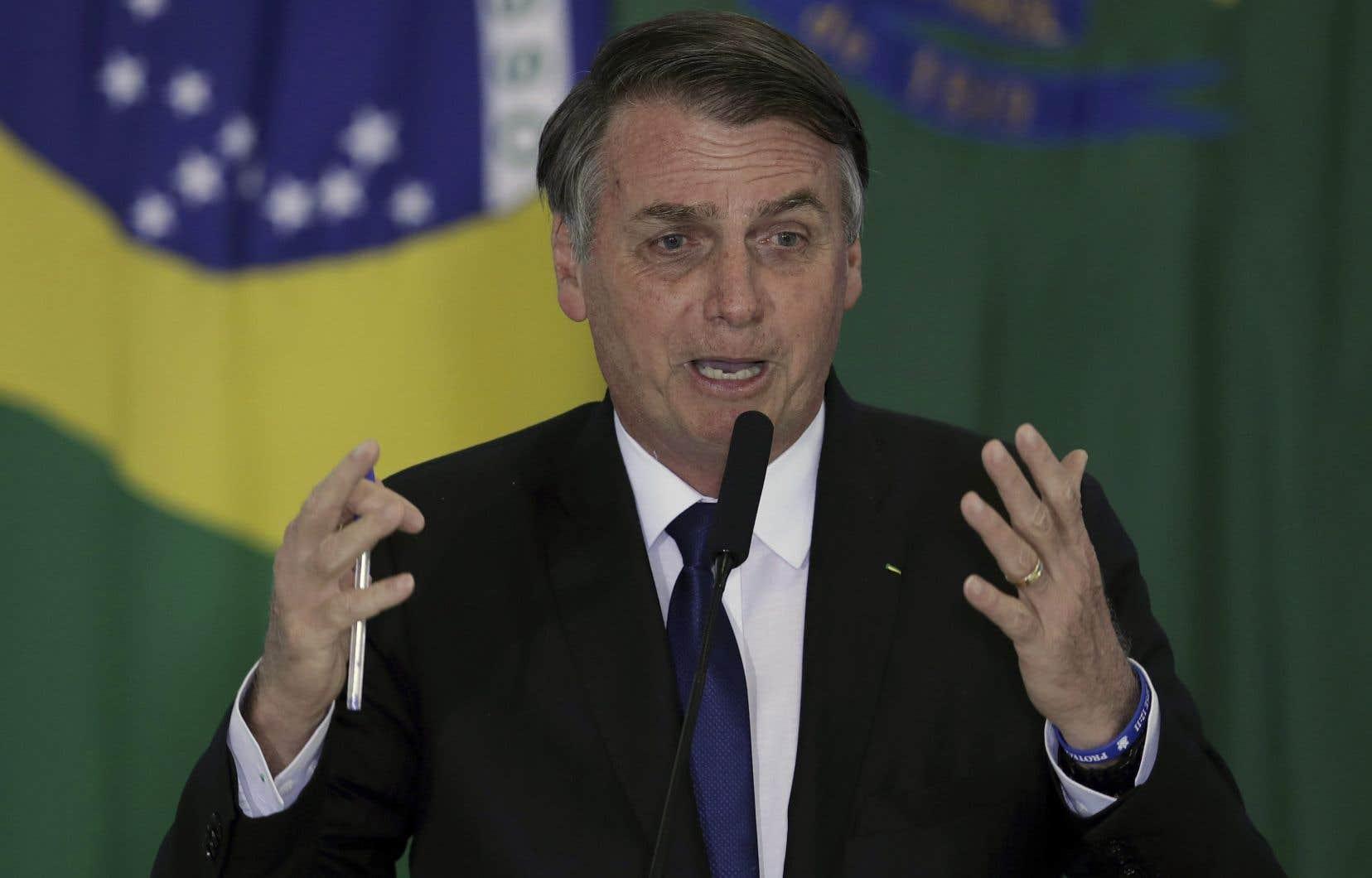 Pour l'ONG, deux décrets du président Bolsonaro qui assouplissent les critères d'attribution de permis de détention ou de port d'armes «peuvent contribuer à l'augmentation du nombre d'homicides».