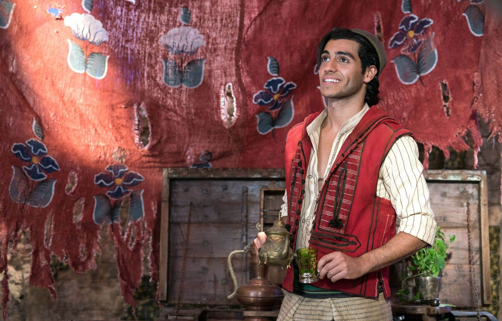 Dans le rôle d'Aladdin, le Canadien Mena Massoud est drôle et fougueux, avec la note de romantisme attendue.