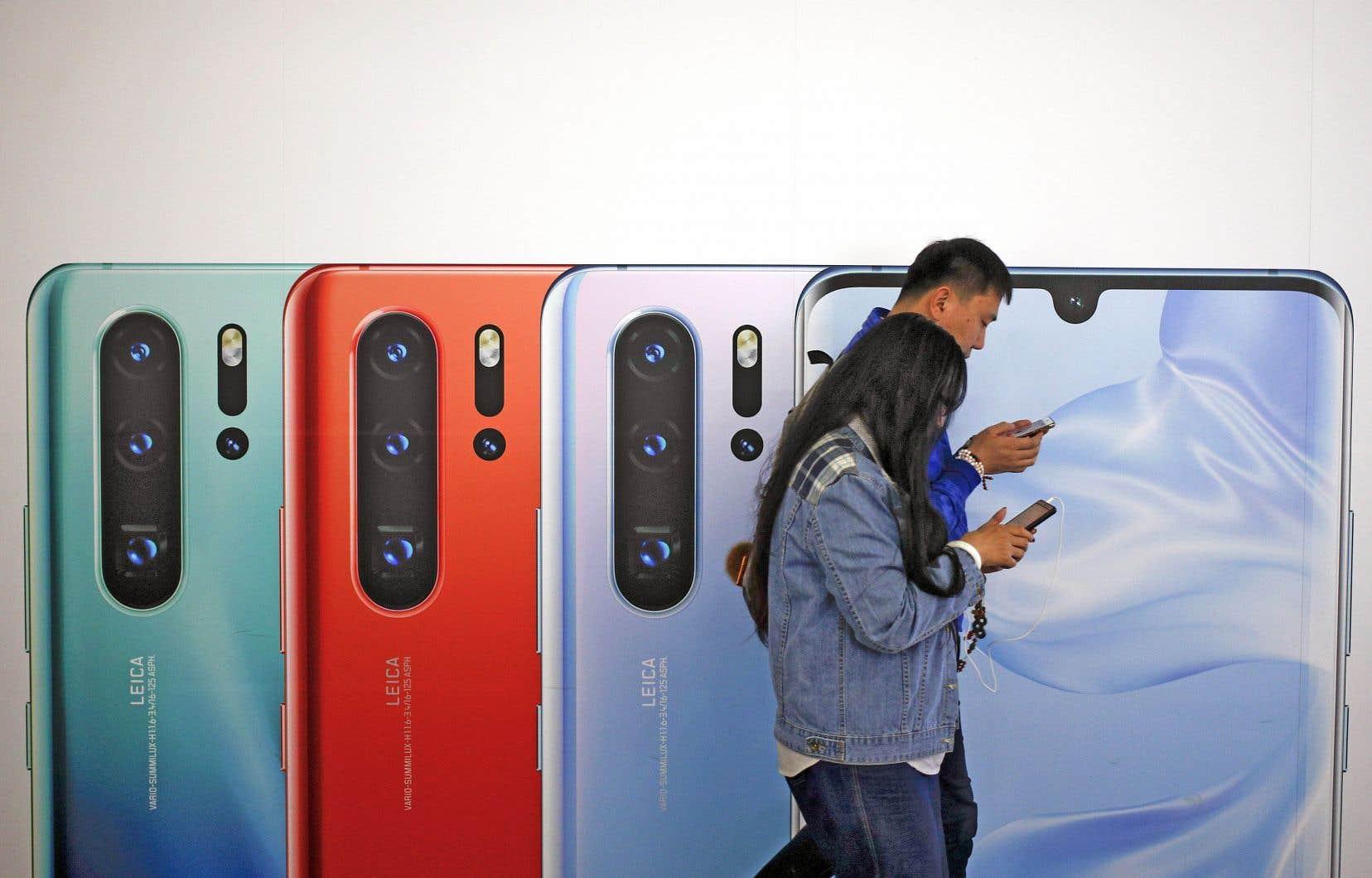 Huawei, le géant chinois des téléphones intelligents, est menacé dans son existence même par un embargo américain sur les puces électroniques.