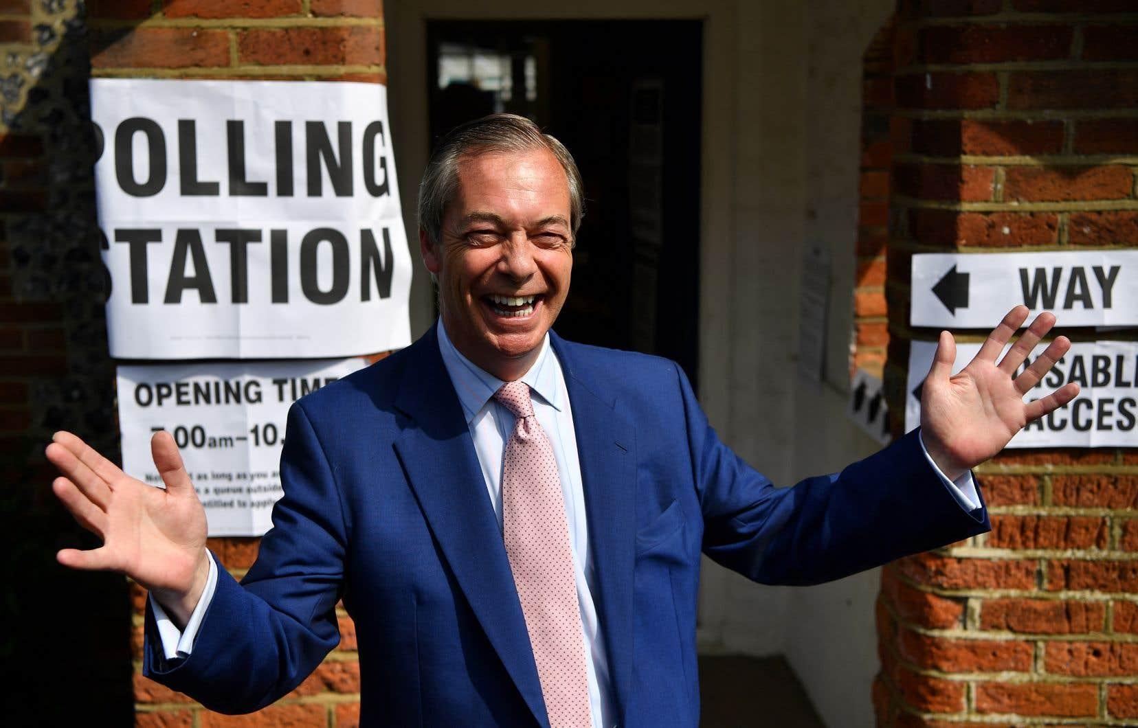 Dans cette campagne insolite, le Parti du Brexit, de l'eurosceptique Nigel Farage, réclame une sortie de l'UE immédiate et sans accord.