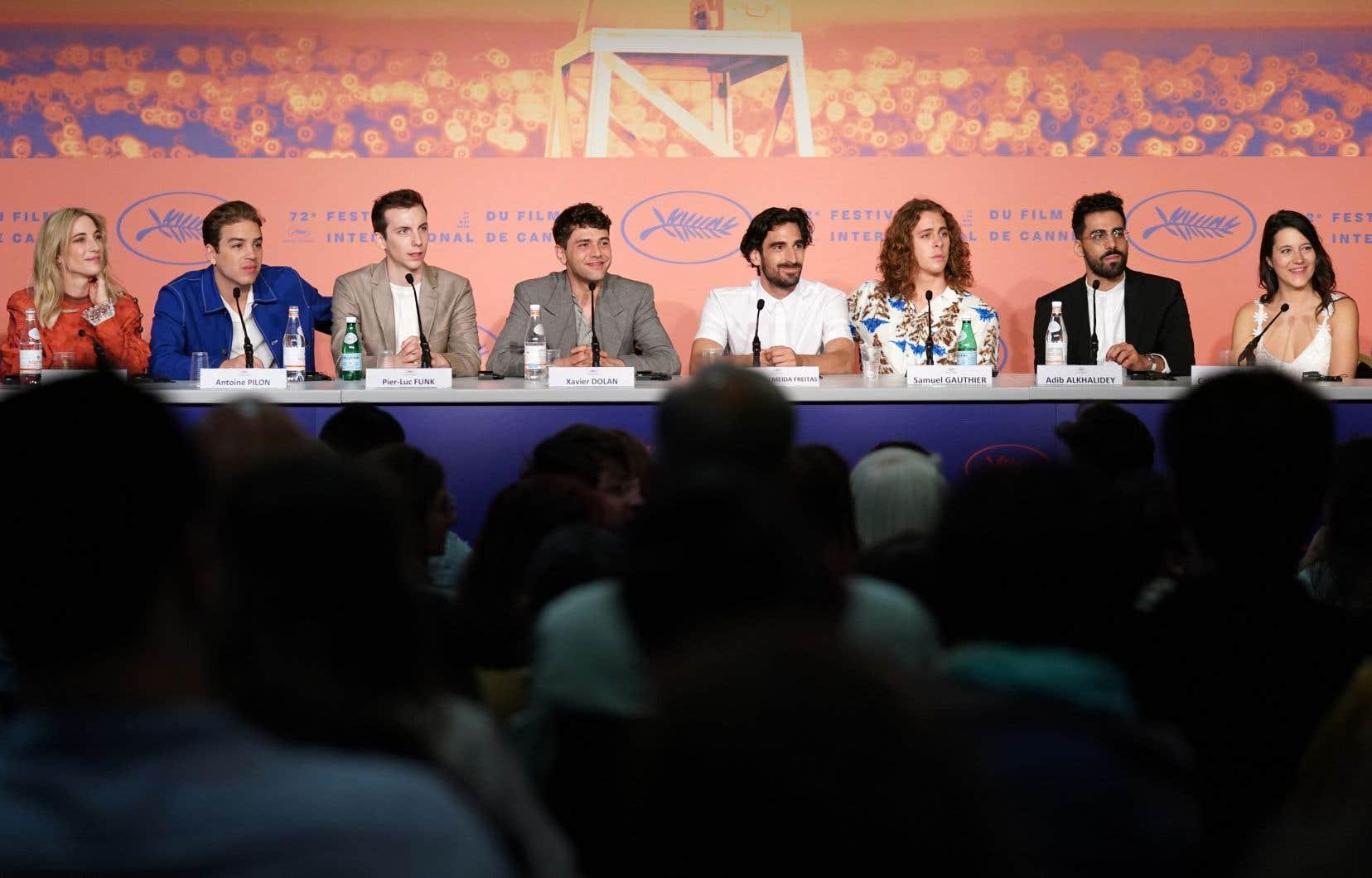 De gauche à droite: la productrice Nancy Grant, suivie des acteurs Antoine Pilon, Pier-Luc Funk, Xavier Dolan, Gabriel D'Almeida Freitas, Samuel Gauthier, Adib Alkhalidey et Catherine Brunet.