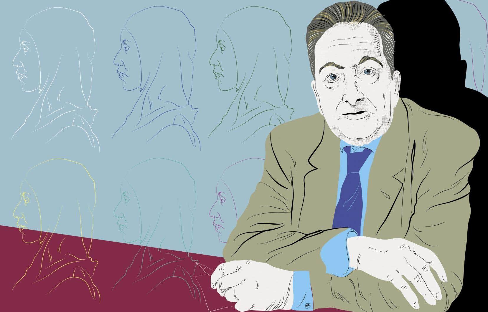 Le sociologue Raymond Boudon note qu'on trouve bien souvent, au départ du processus qui mène à l'attribution d'une fausse conscience, un témoin embarrassé par une action qui lui semble étrange. Il ne parvient pas à cerner les raisons de l'observé ou à se mettre à sa place.