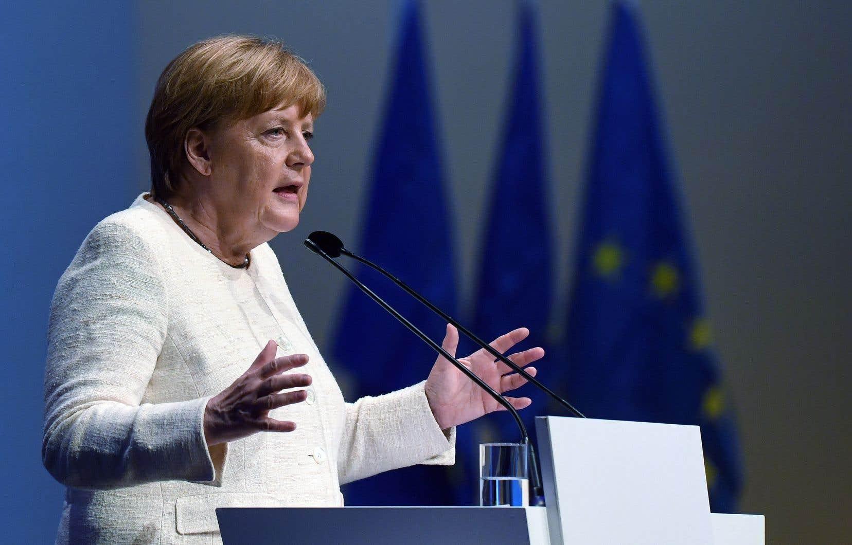 À Munich, capitale de la région de Bavière, la chancelière Angela Merkel a lancé un appel, à 48 heures du scrutin allemand des élections européennes, à une «Europe de la responsabilité».