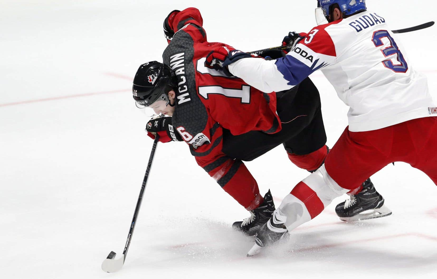 Le Canada a battu la République tchèque 5-1, samedi.
