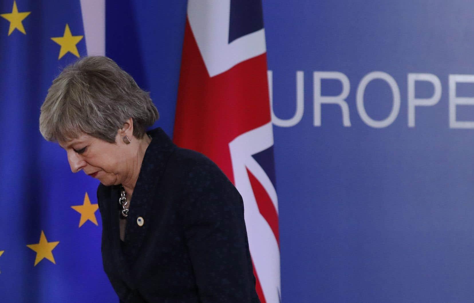 Theresa May laisse à son successeur la lourde tâche de mettre en oeuvre la sortie de l'UE du Royaume-Uni.