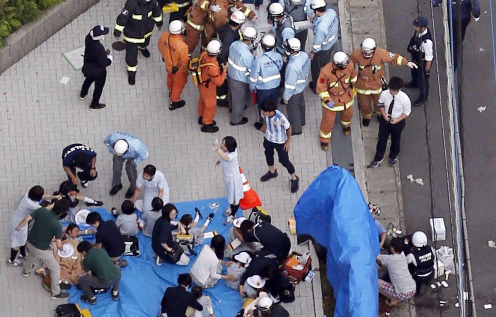 Les tueries de masse sont rares au Japon, qui dispose d'une législation de contrôle des armes très stricte et d'un taux de criminalité relativement faible.